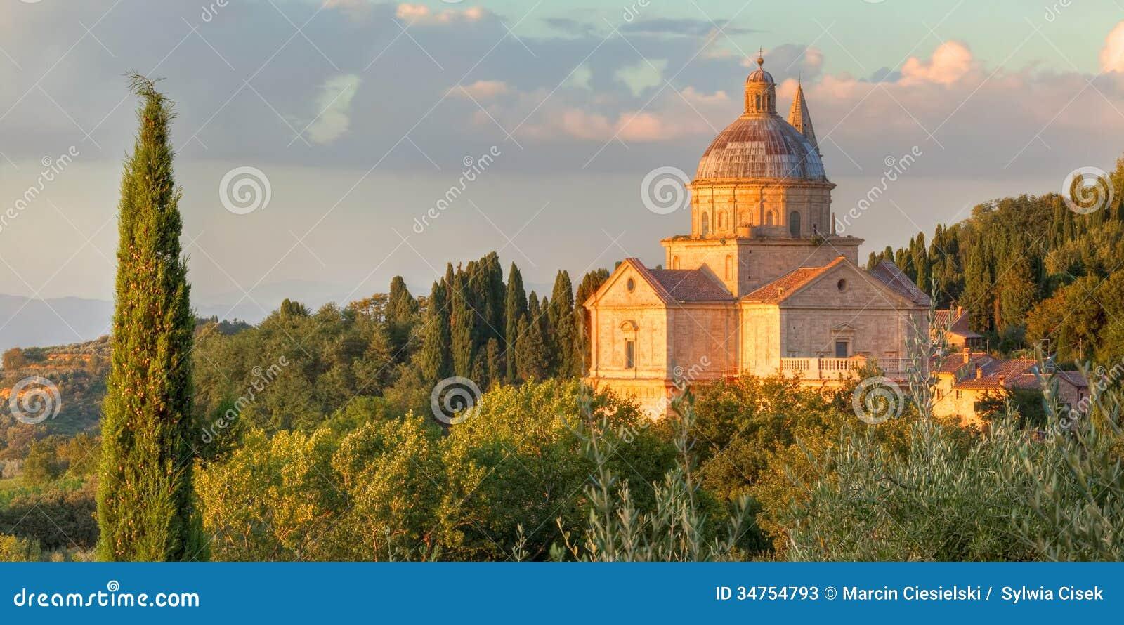 Den San Biagio kyrkan värma sig i aftonsolen