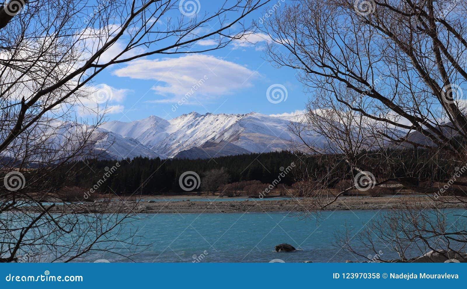 Den is- sjön för turkos