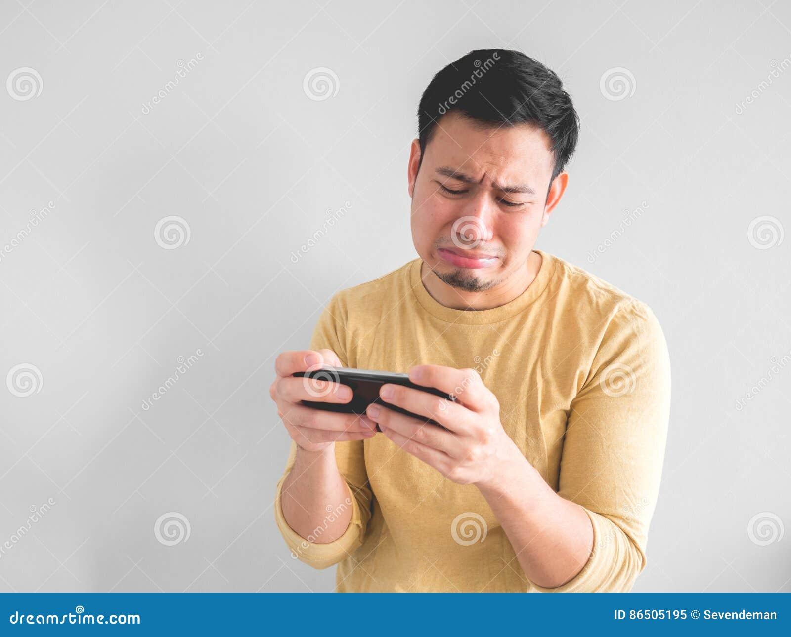 Den skriande mannen förlorar den mobila leken