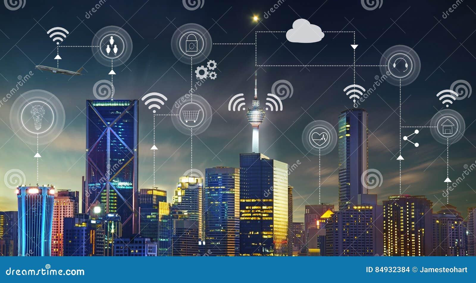 Den smarta staden med moderna byggnader, trafik, knyter kontakt