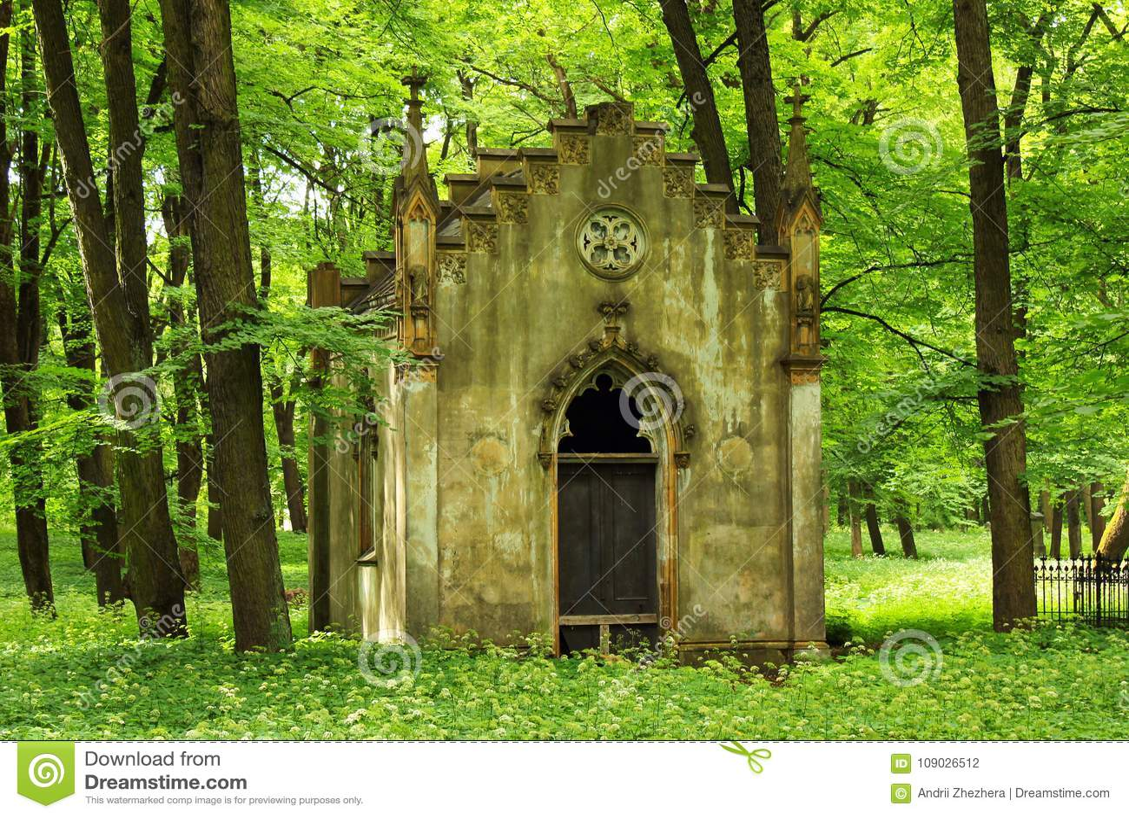 Den stora kyrkogårdnekropolen i Riga, Lettland