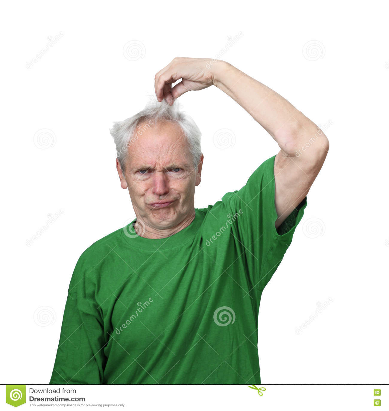 Den tokiga seende höga mannen drar hans hår