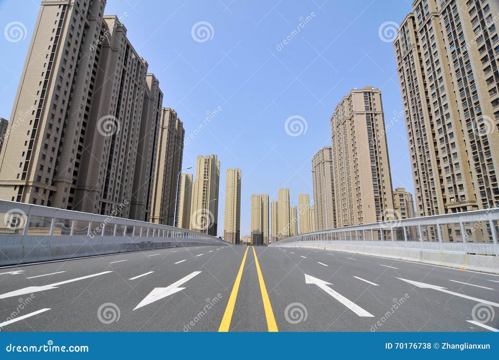 Den tomma stadsvägen