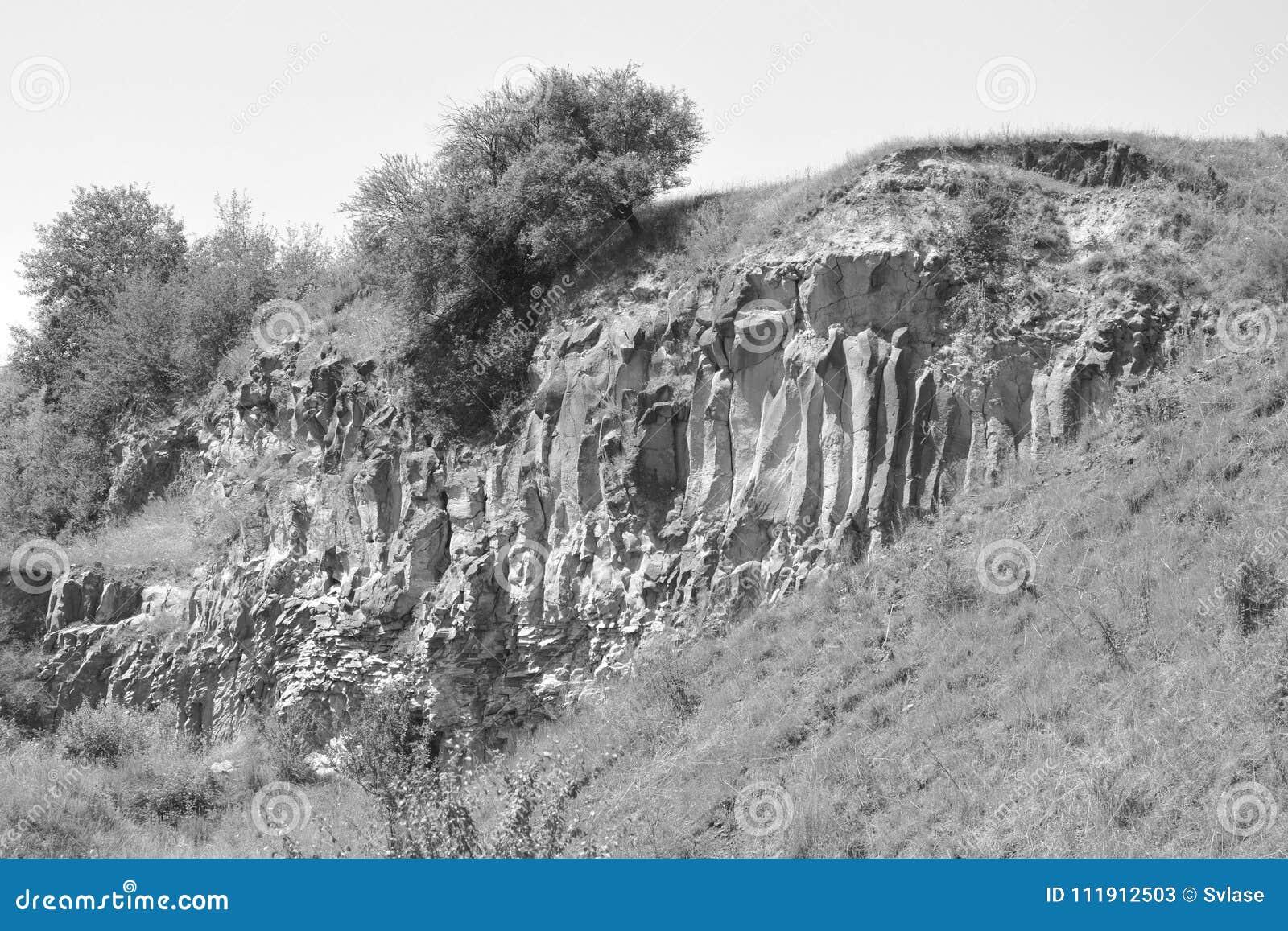 Den trevliga basaltet vaggar kolonnen är vulkanisk vaggar utlöpare i form av den columnar basaltet som lokaliseras i Racos, Rumän