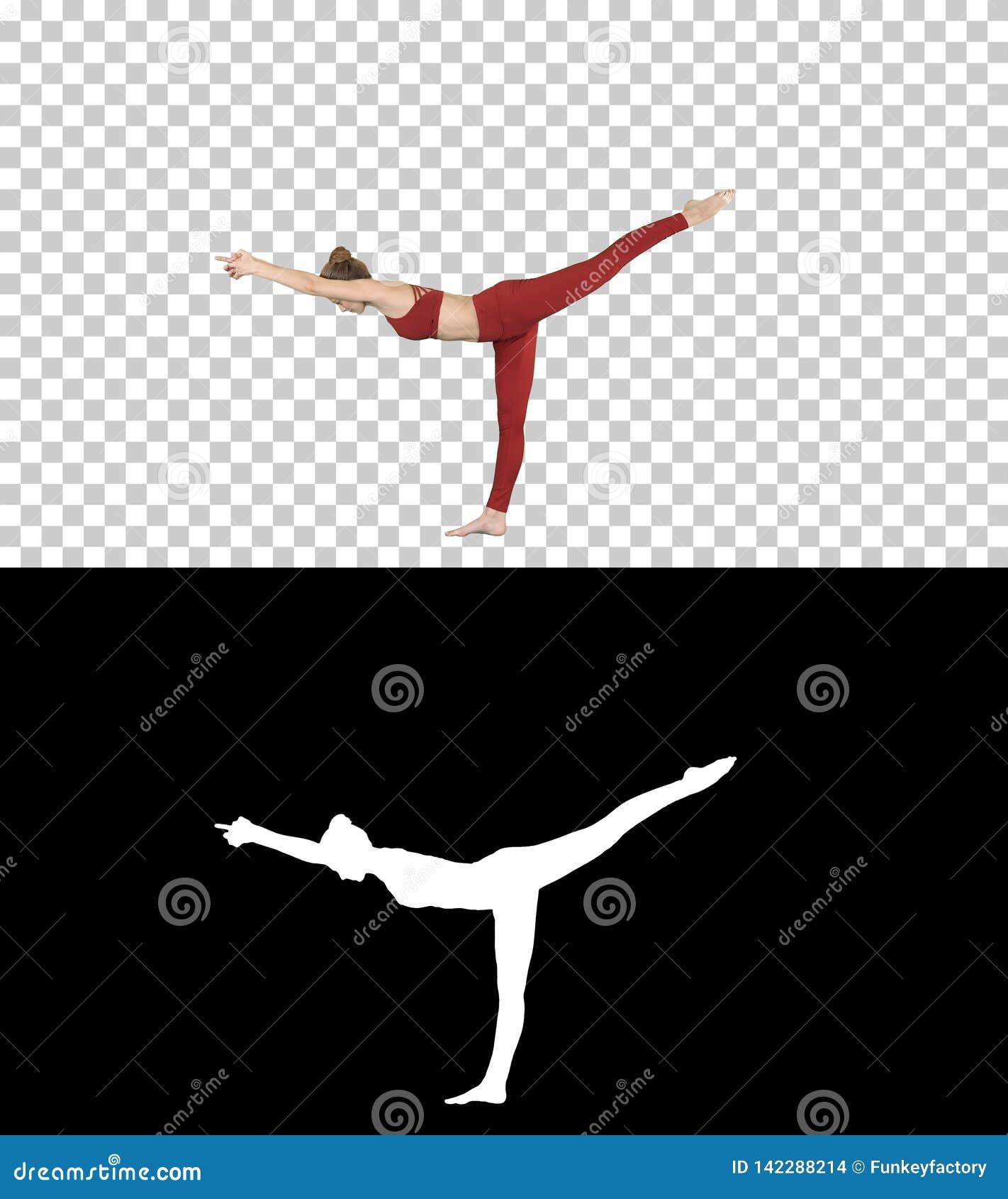 Den Tuladandasana eller balanserapinnen Pose är en avancerad yogaställing som göras av härlig yogi kvinnan, Alpha Channel