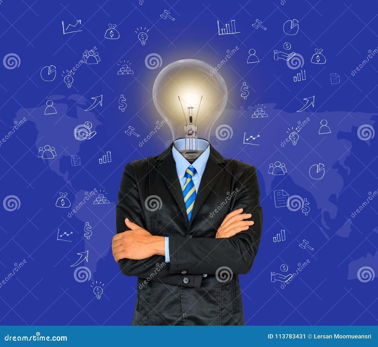 Den unga affärsmannen har ett huvud som lampan med kreativitet för succes