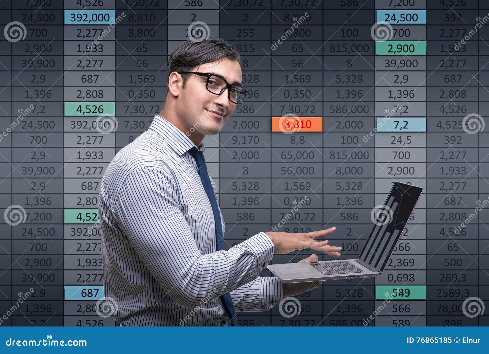 Den unga affärsmannen i online-handelbegrepp