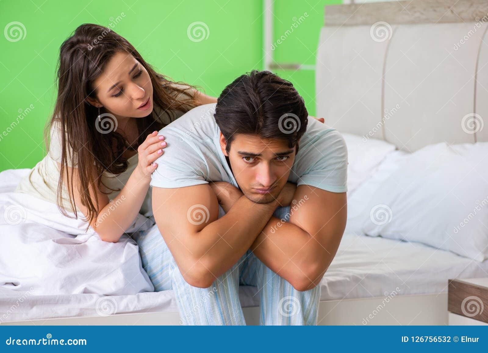 Den unga kvinnan som tröstar den besvikna impotenta maken
