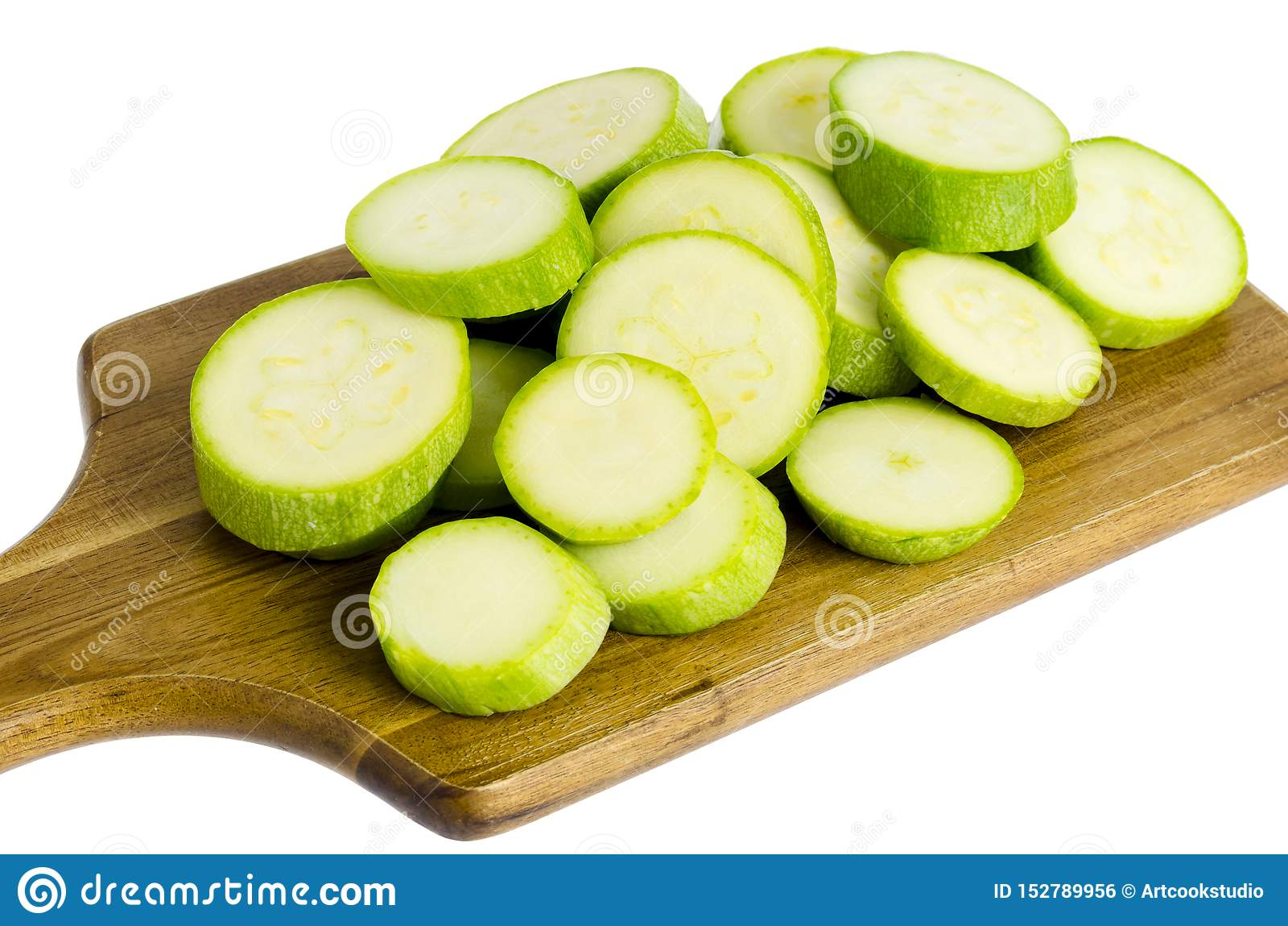 Den unga nya gröna zucchinin skivade