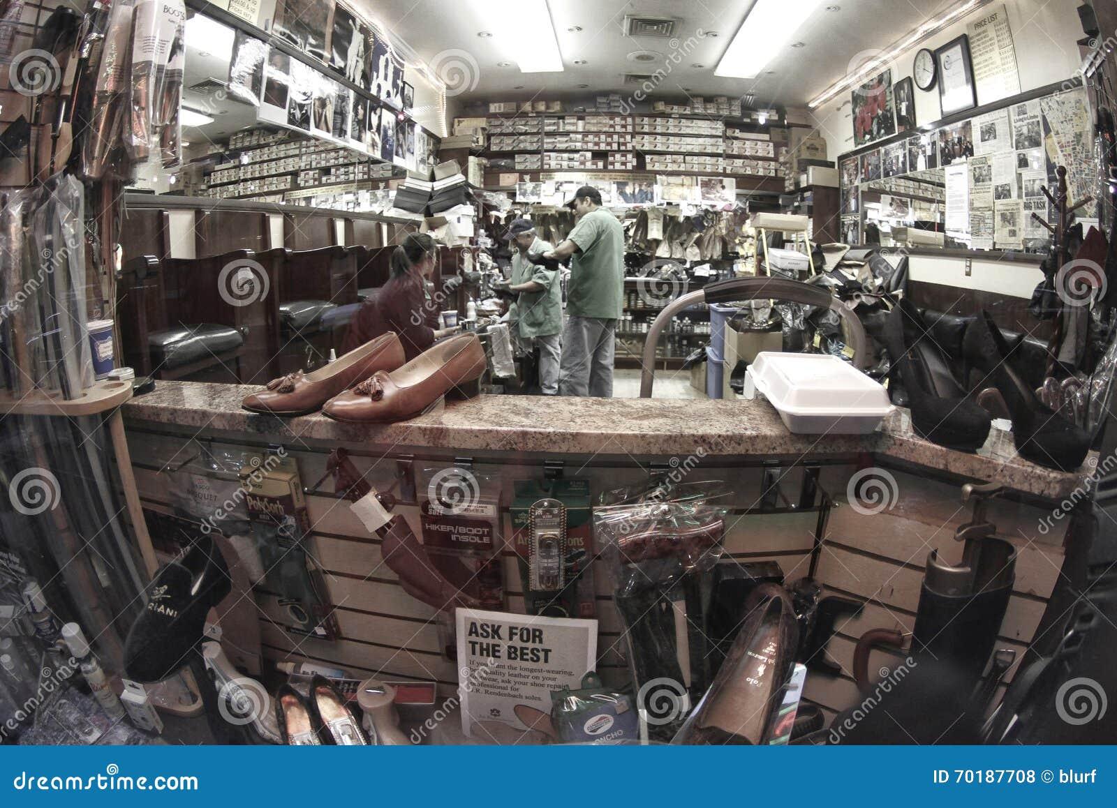 Den uttryckliga skoreparationen shoppar