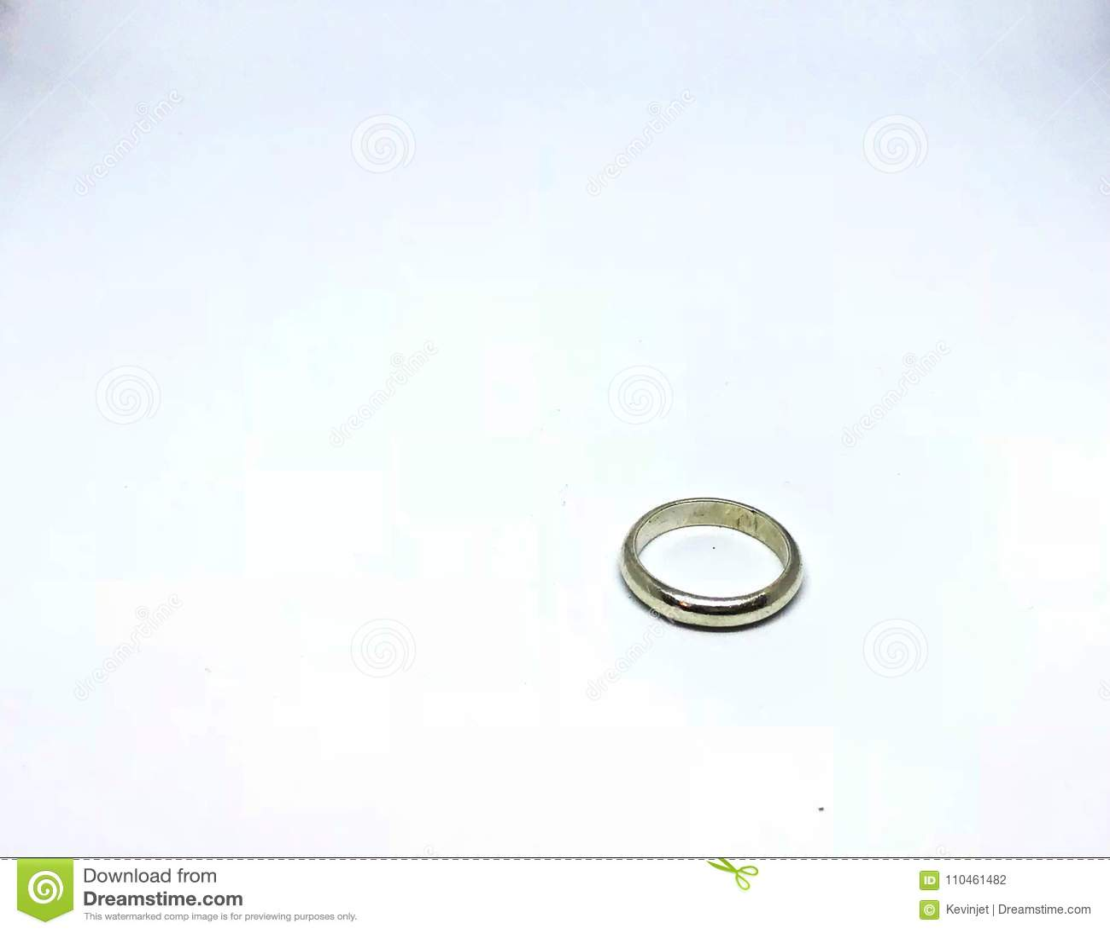 Den vita silvercirkeln med vit bakgrund