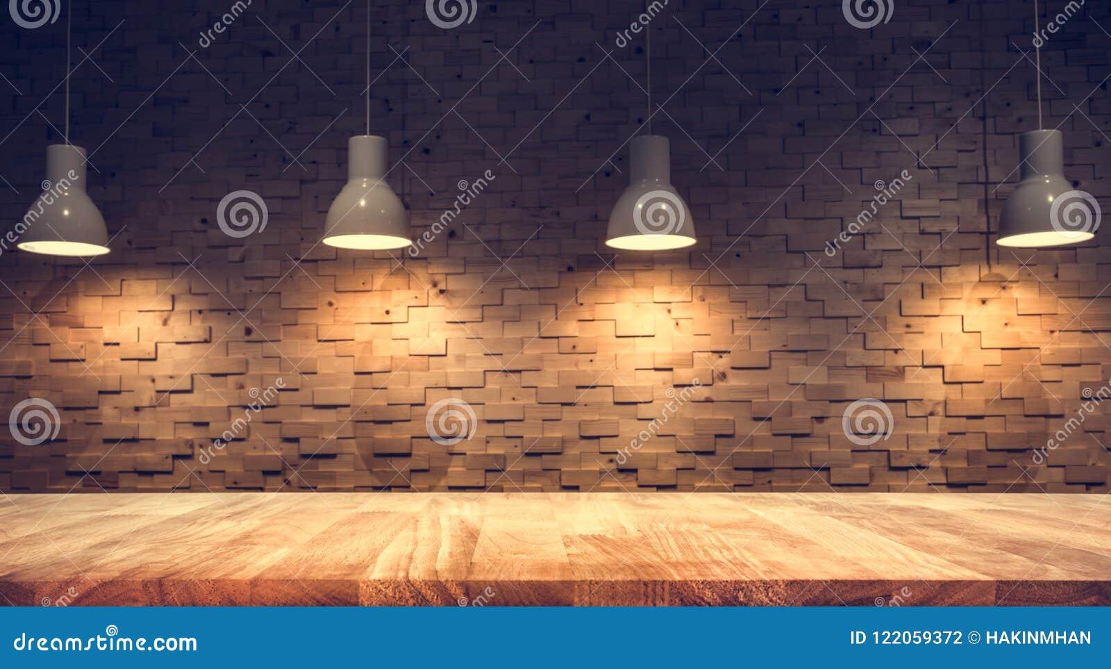 Den Wood tabellöverkanten på suddigt av räknarekafét shoppar med den ljusa kulan