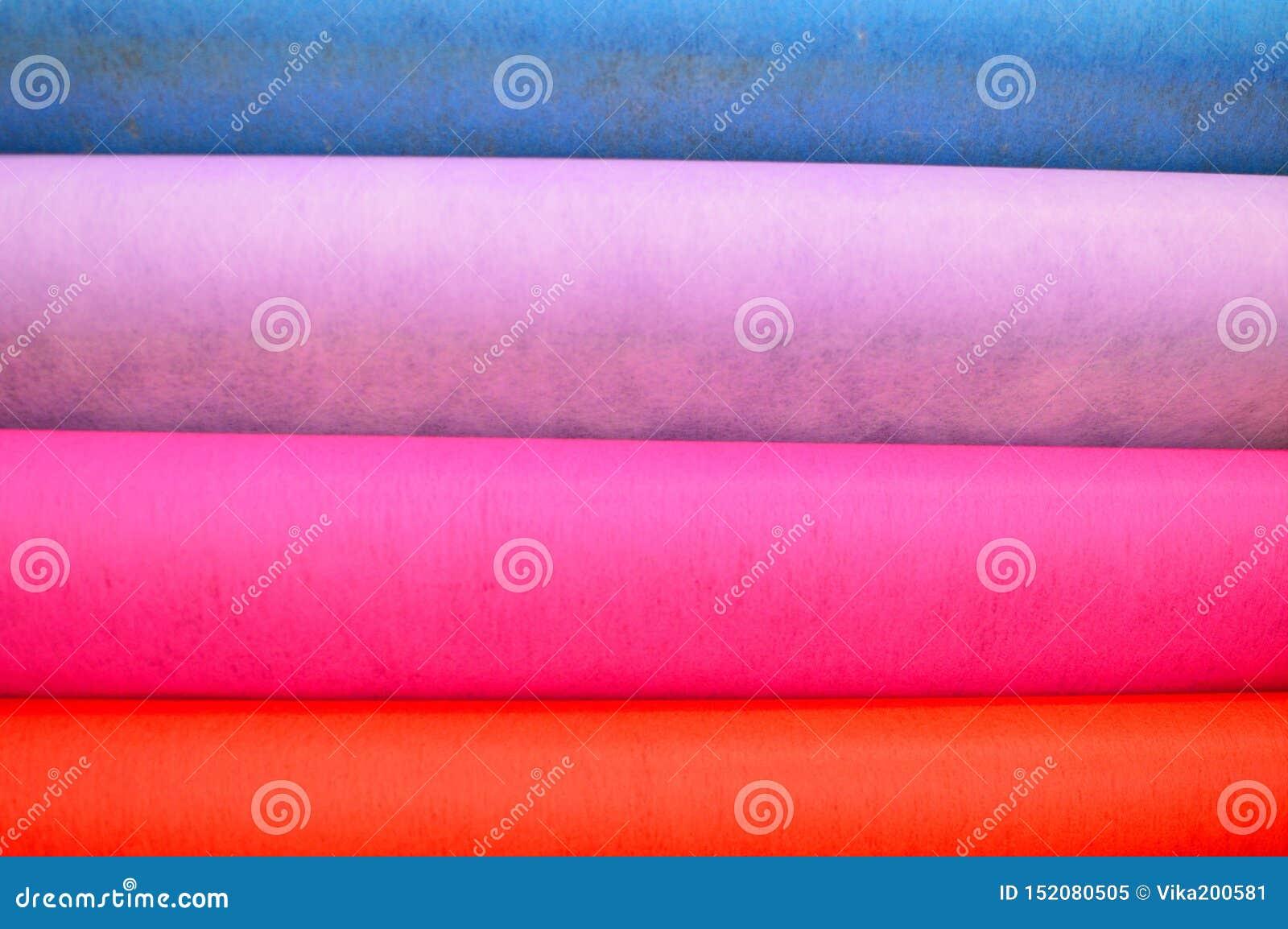 Denfärgade trasan klädde med filt bakgrund
