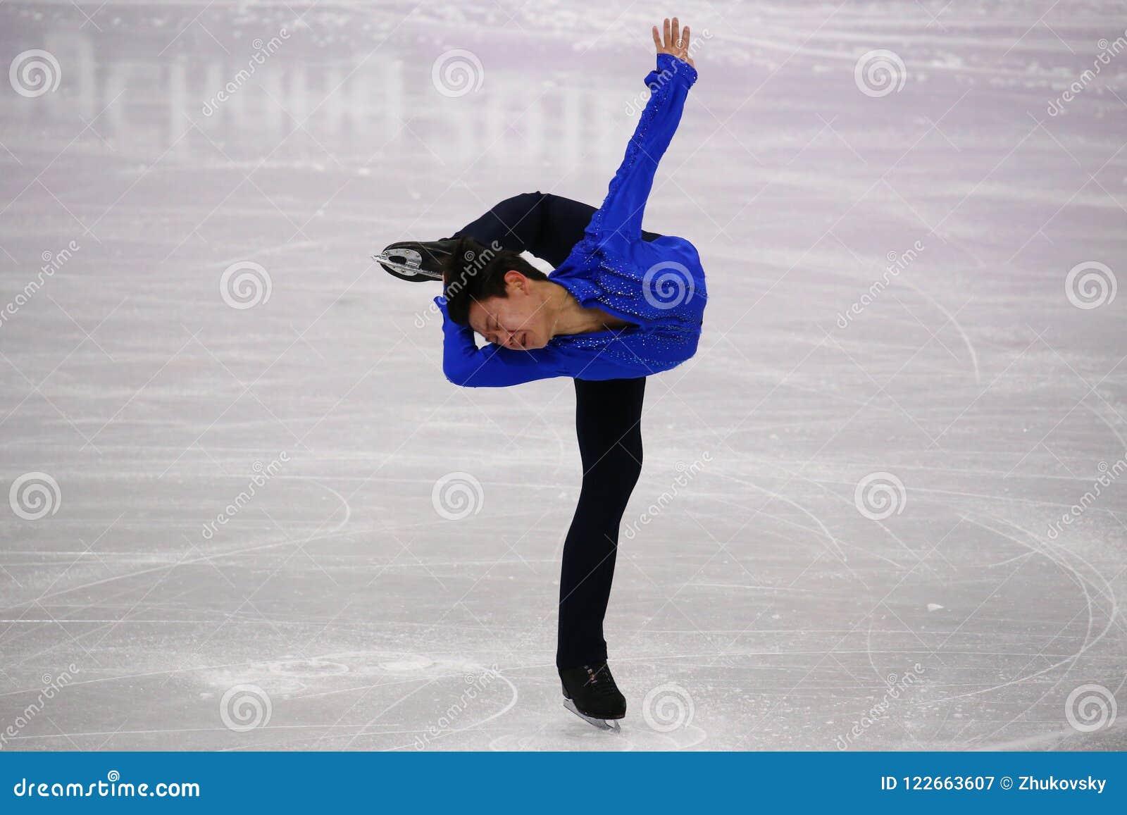 Denis Ten van Kazachstan voert bij Mensen Enig het Schaatsen Kort Programma uit bij de 2018 de Winterolympische spelen