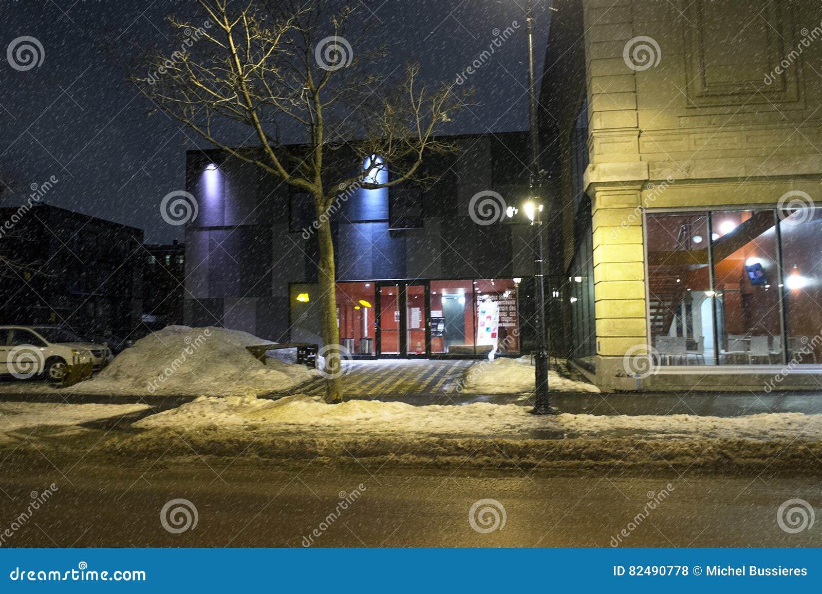 Denise Pelletier Theatre przy nocą