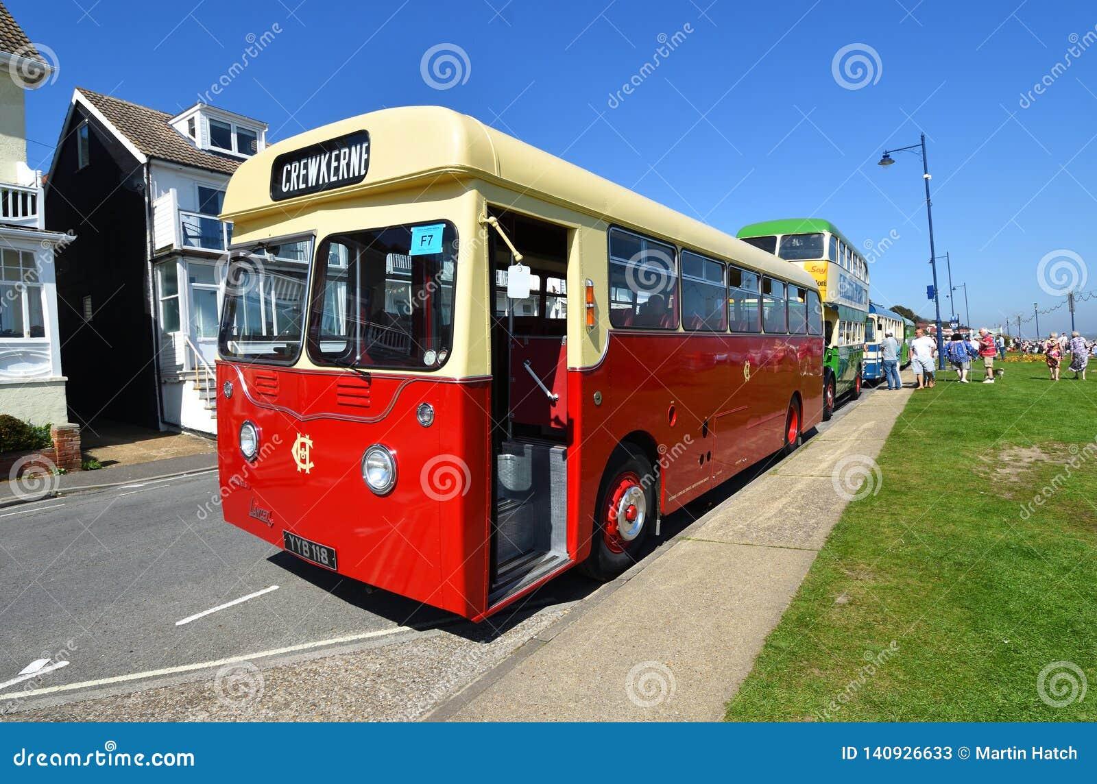 Dennis Lancet Bus d annata sulla strada