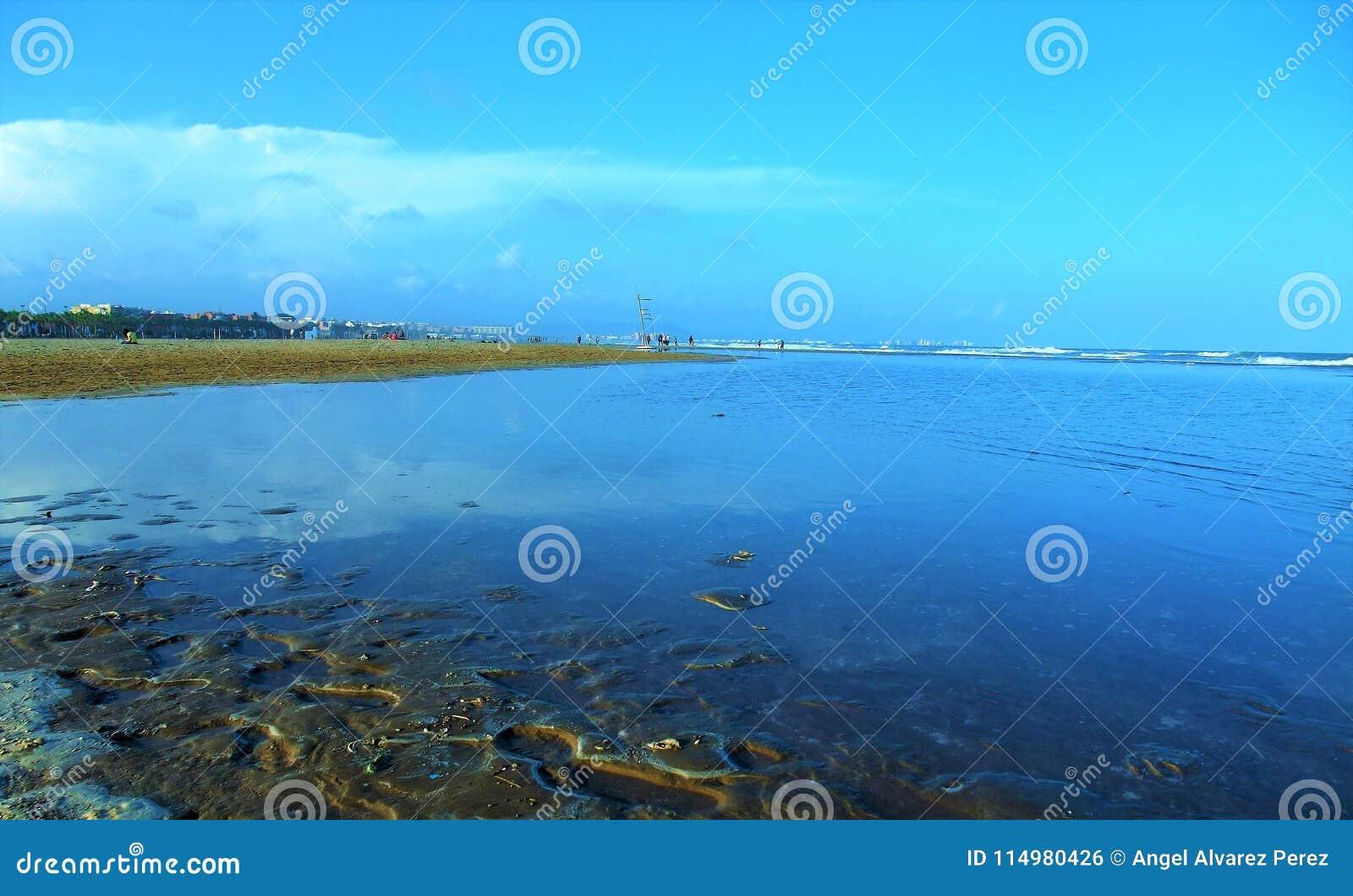 Denny †‹â€ ‹widok od plaży Walencja Hiszpania