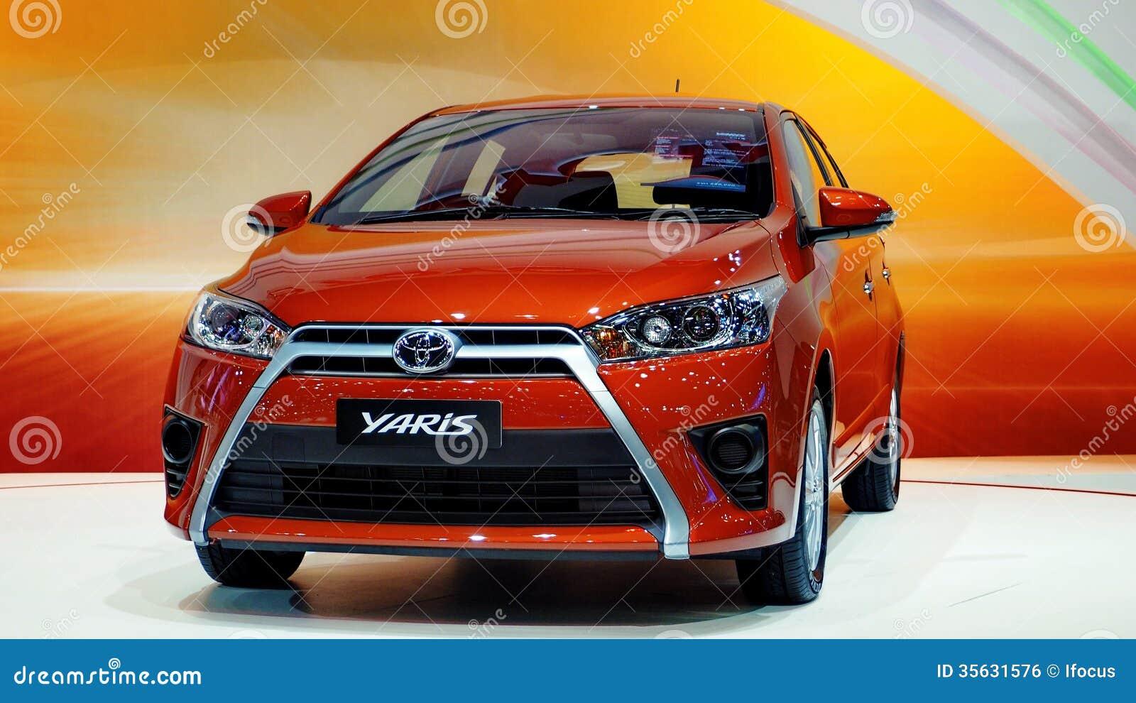 Dennya Toyota Yaris på den motoriska expon 2013 för 30th International