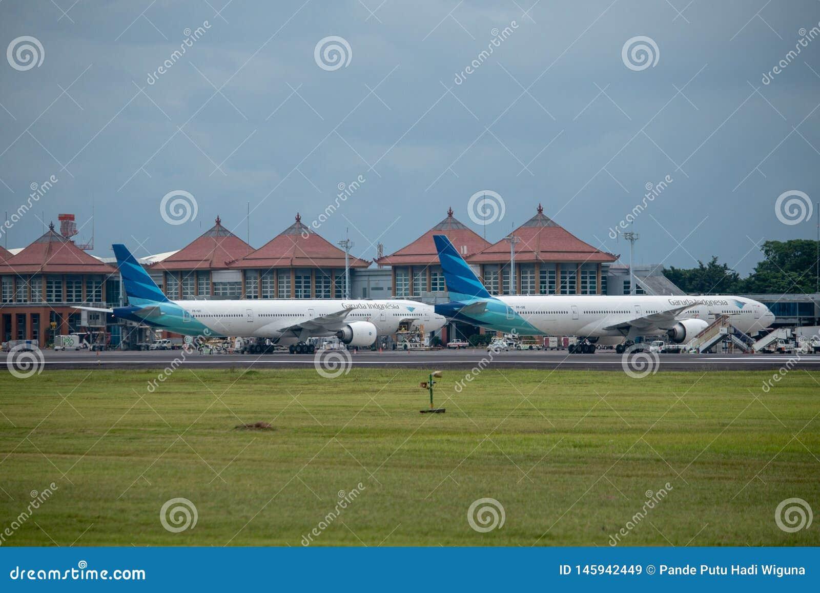 DENPASAR/BALI- 11 APRILE 2019: Parcheggio di Garuda Indonesia Airline sul grembiule dell aeroporto internazionale di Ngurah Rai B