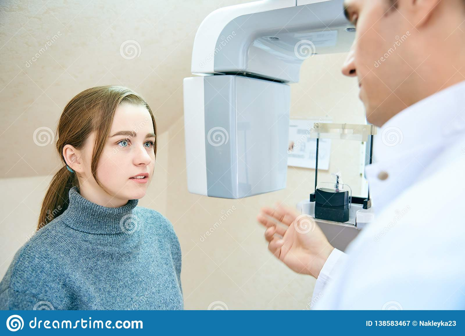 The doctor shows the patient an x-ray image