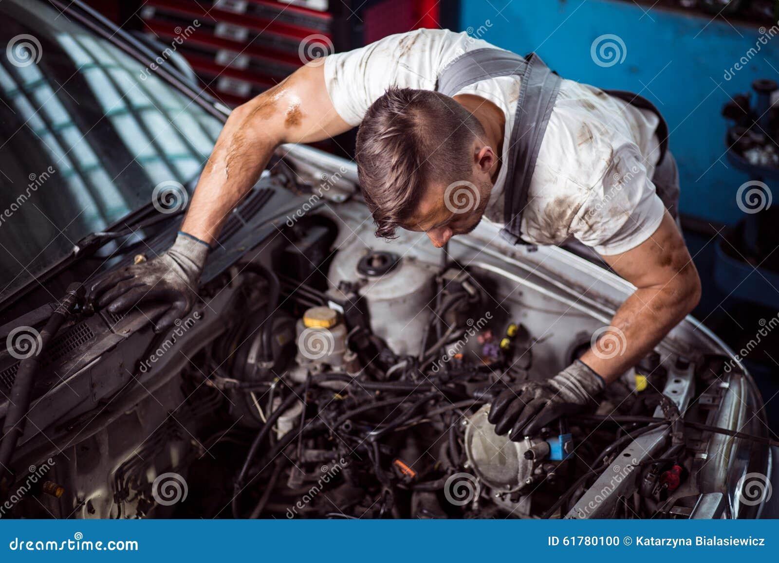 Dentro de capo del coche