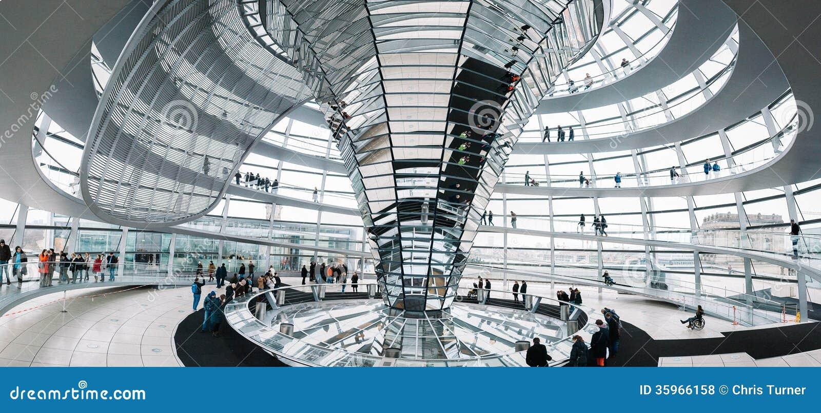 Dentro de la bóveda de Reichstag