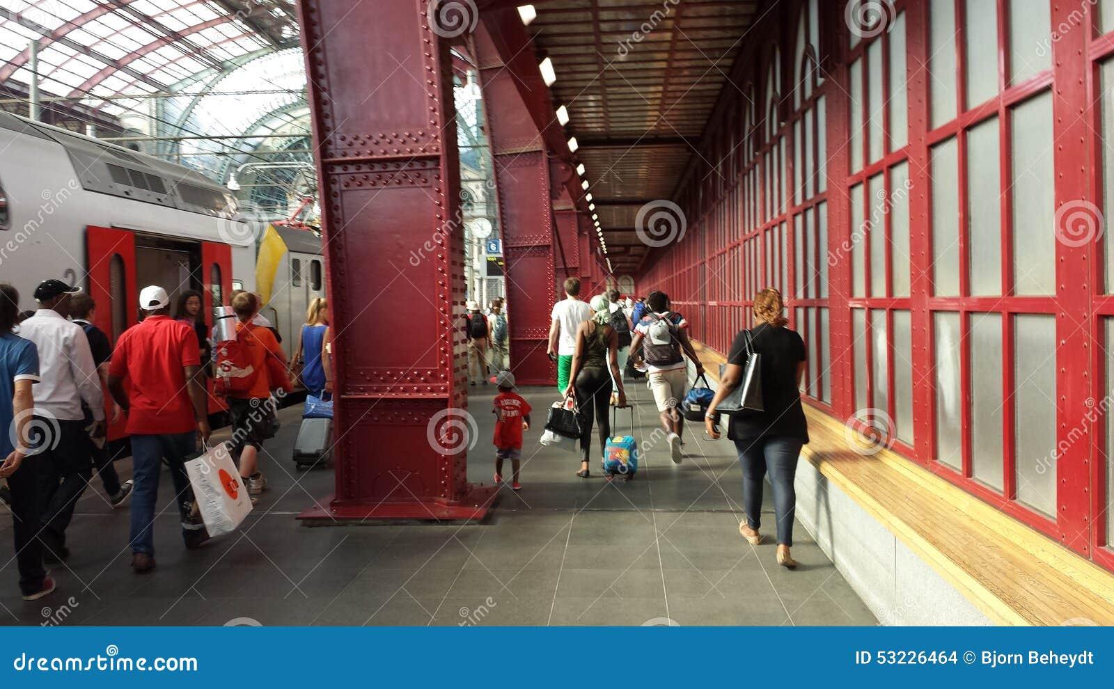Dentro de la central Trainstation de Amberes