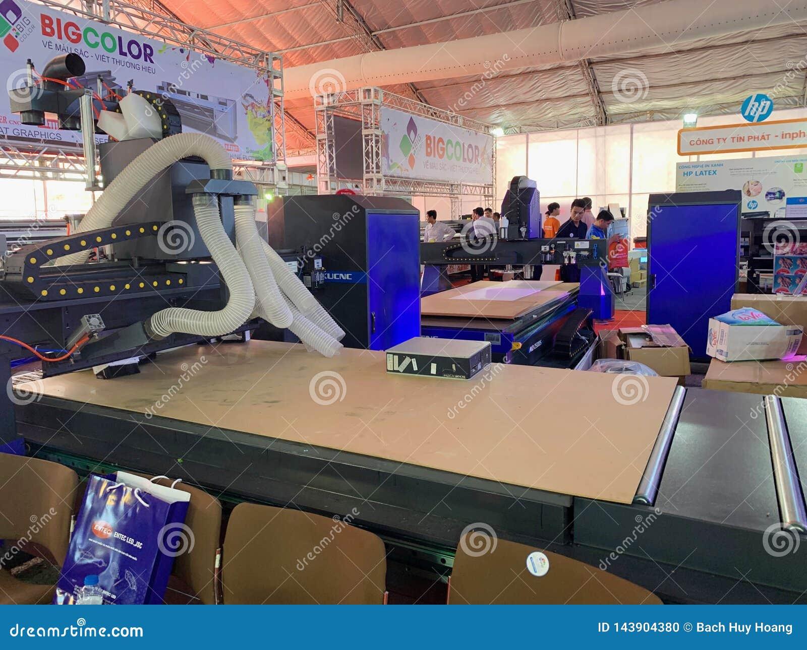 Dentro de la exposición de las impresoras y de los materiales de la impresión - Hanoi, Vietnam 21 de marzo de 2018