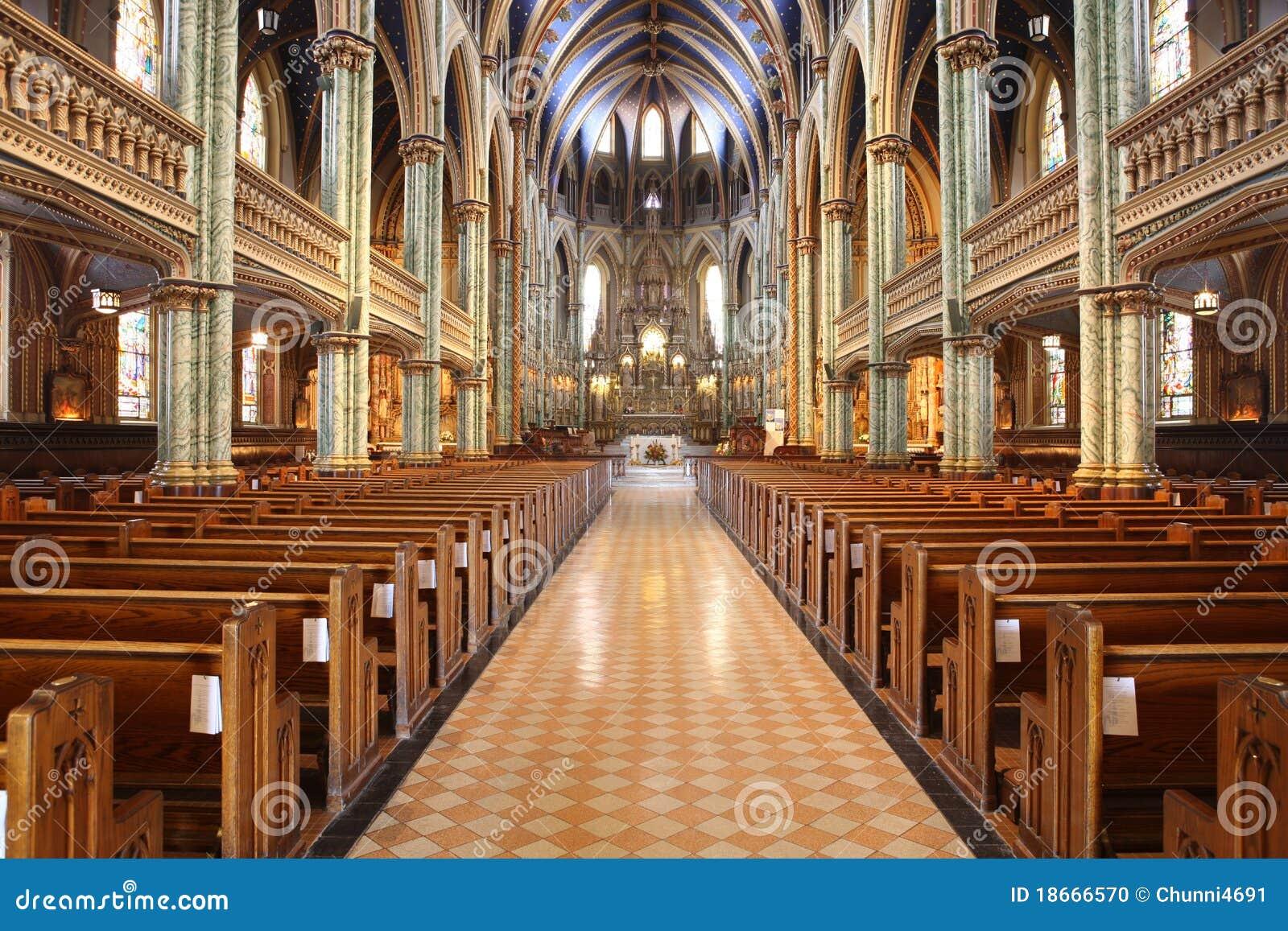Dentro De Uma Grandes Igreja Modernas Com Bancos E CTOC Foto de Stock  #82A328 1300x957