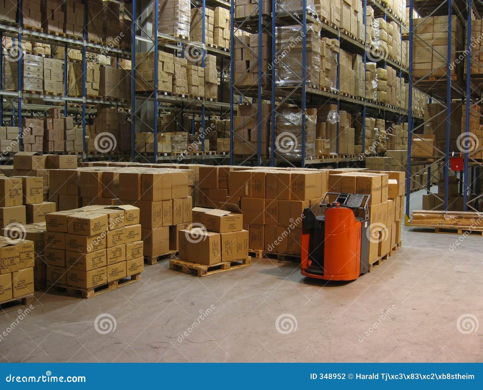 Dentro de un almacén