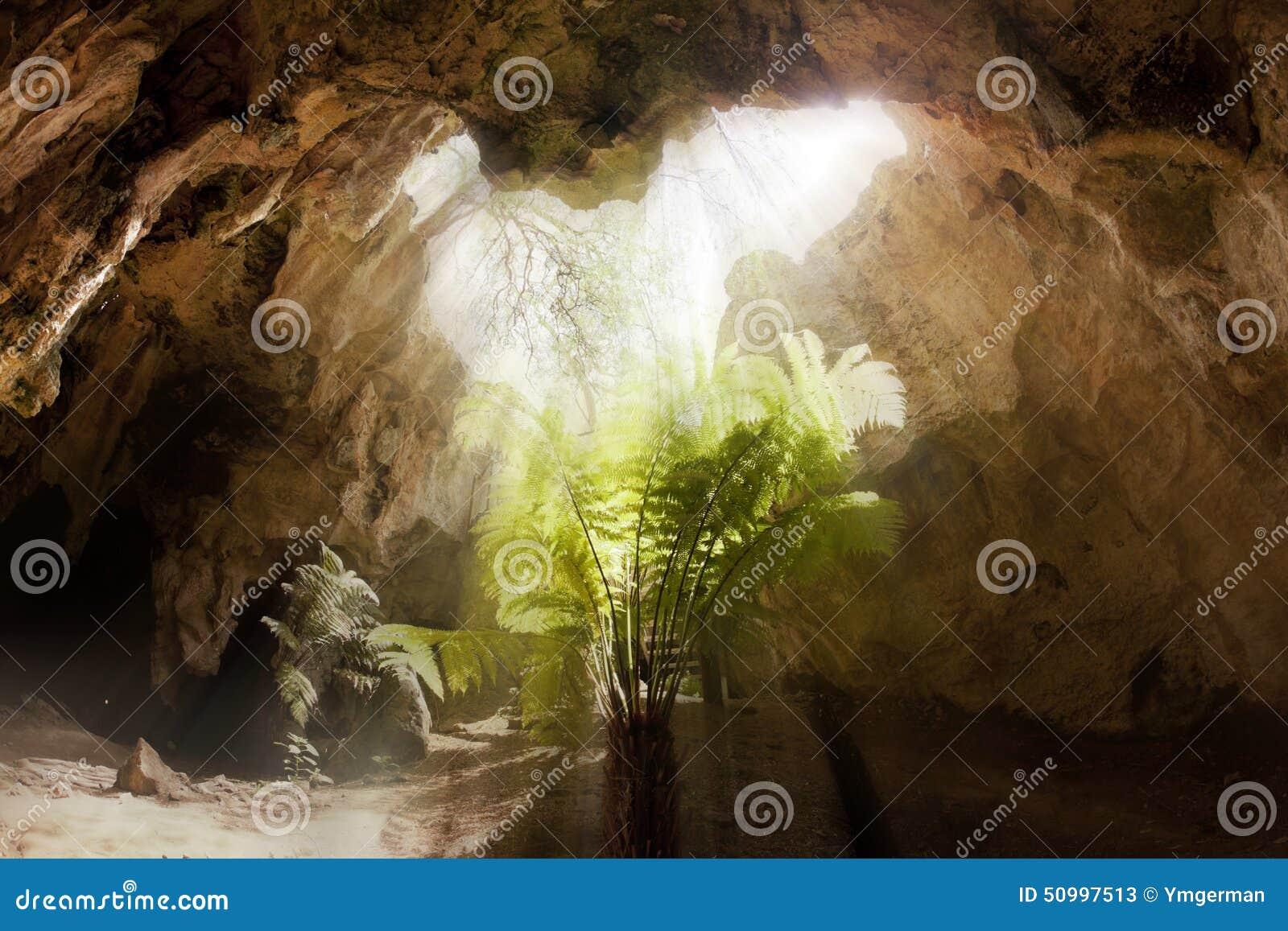 Dentro de una cueva de la piedra caliza