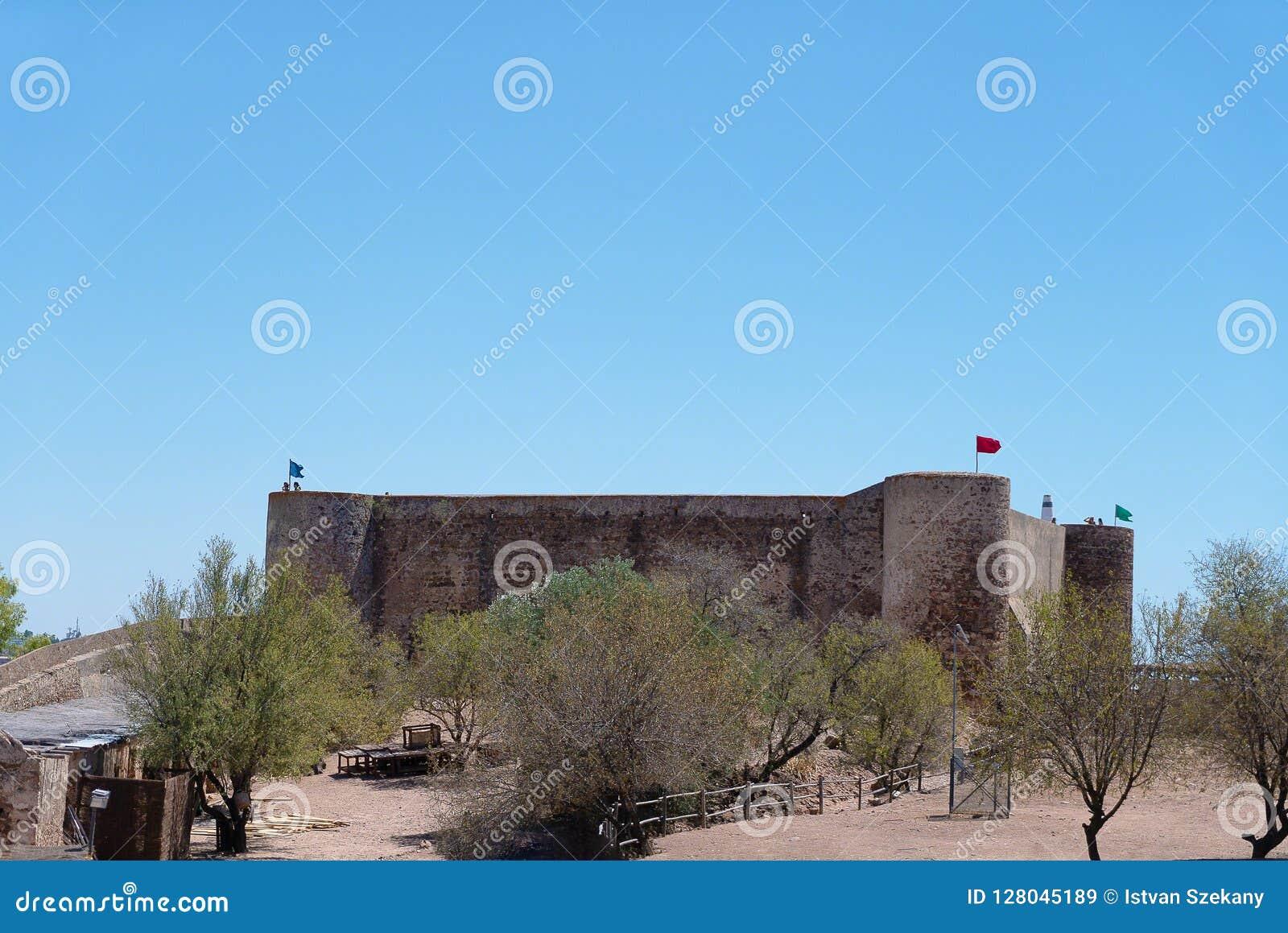 Dentro del castillo del marim de castro de la ciudad fronteriza