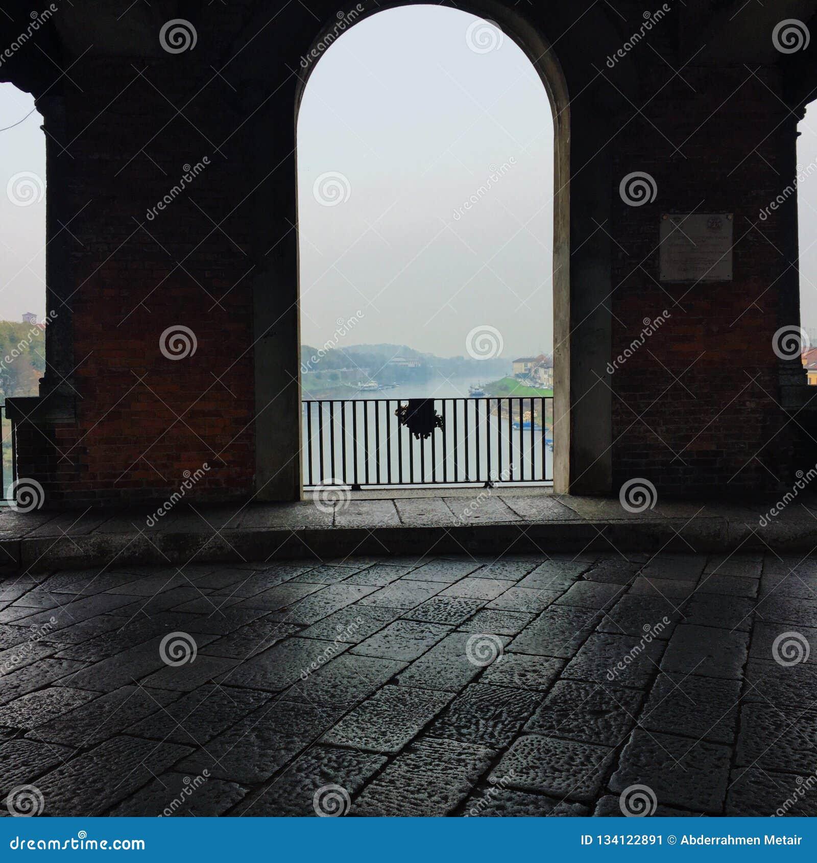 Dentro del puente de Pavía
