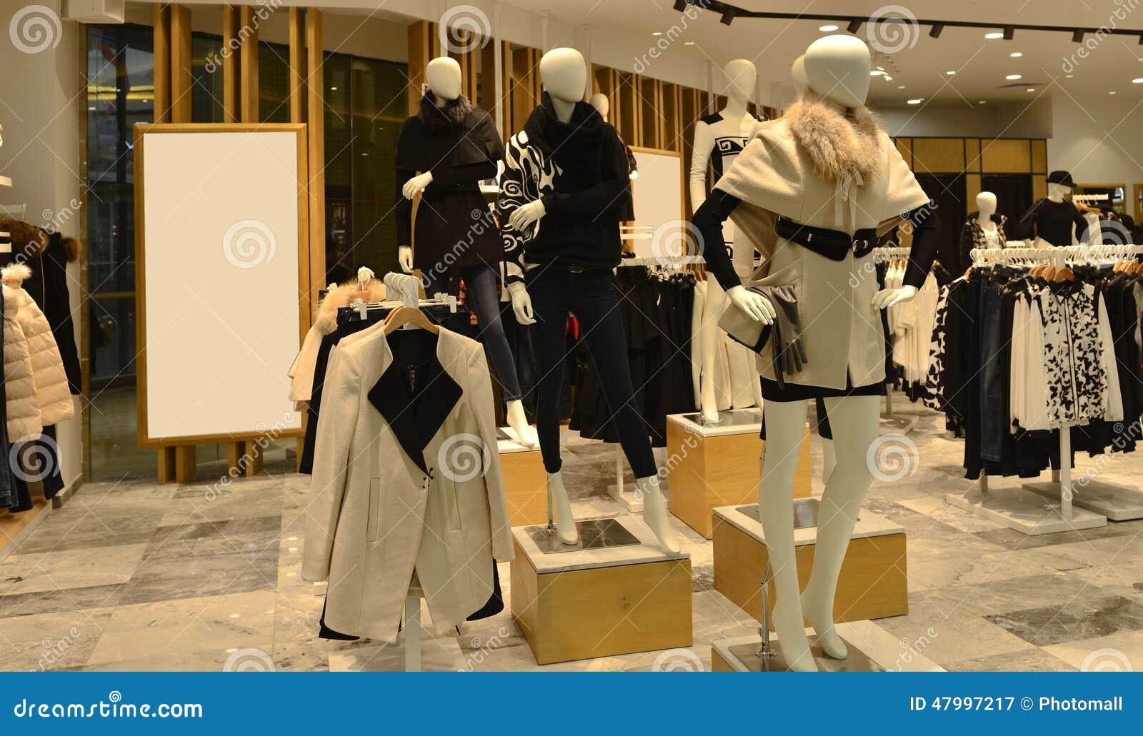 ea2fab9b4c7d Dentro Di Un Negozio Dell abbigliamento Di Modo