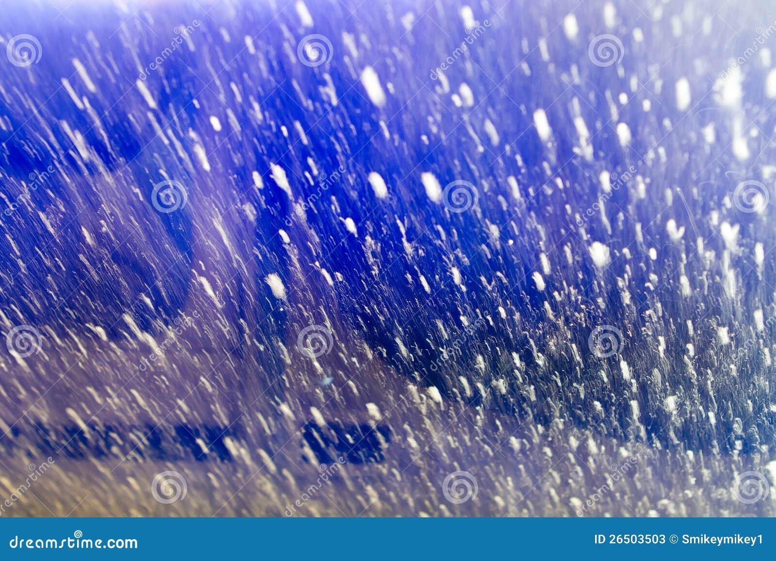 Dentro do carro em um carwash que olha para fora