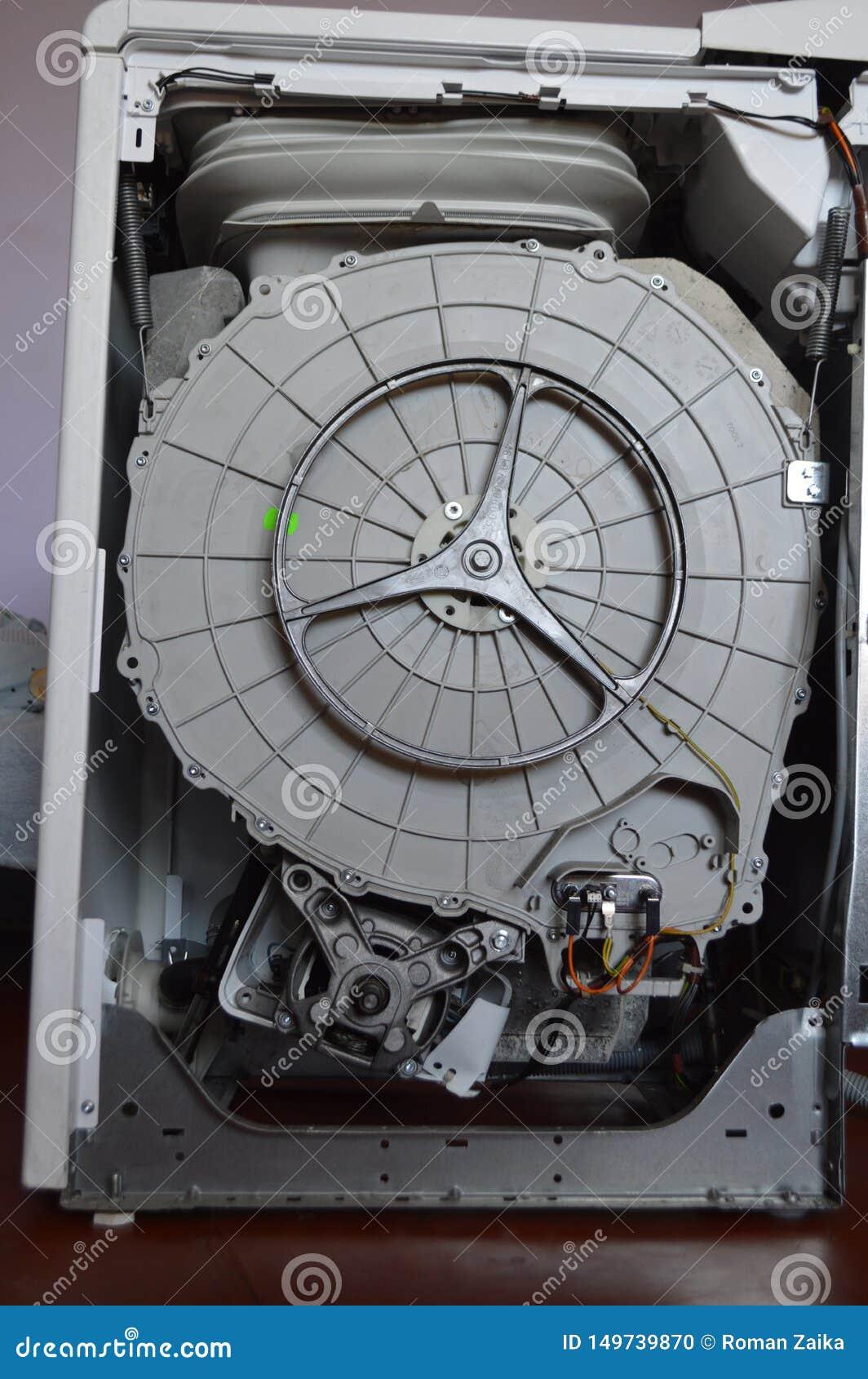 Dentro do cilindro e das peças da máquina de lavar