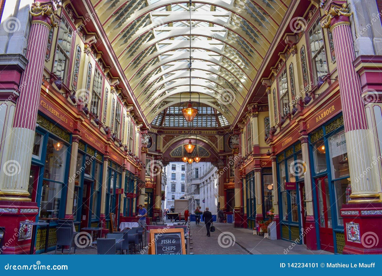 Dentro do mercado de Leadenhall na rua de Gracechurch em Londres, Inglaterra