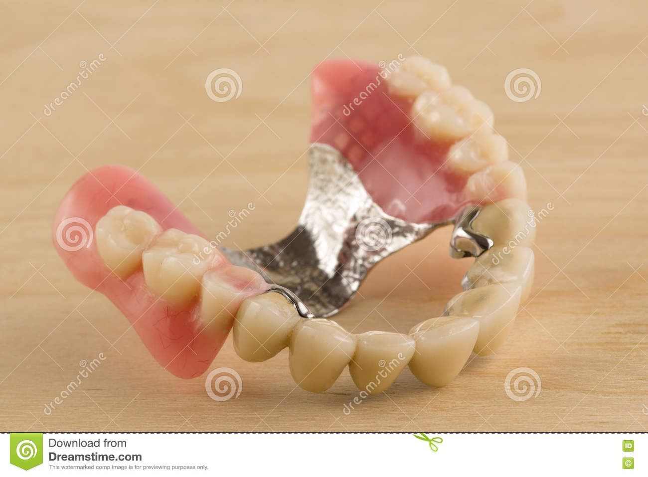how to clean dentures with metal