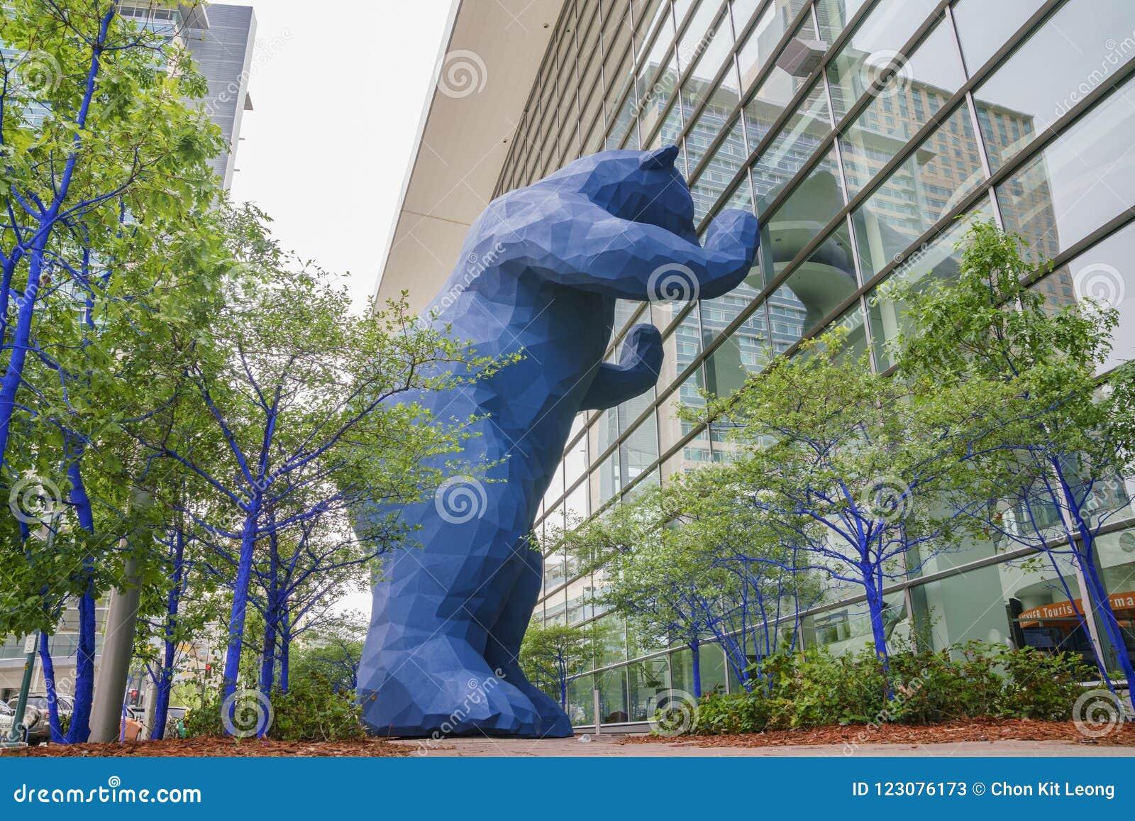 Special Big Blue Bear Statue Saw At Denver Editorial Stock