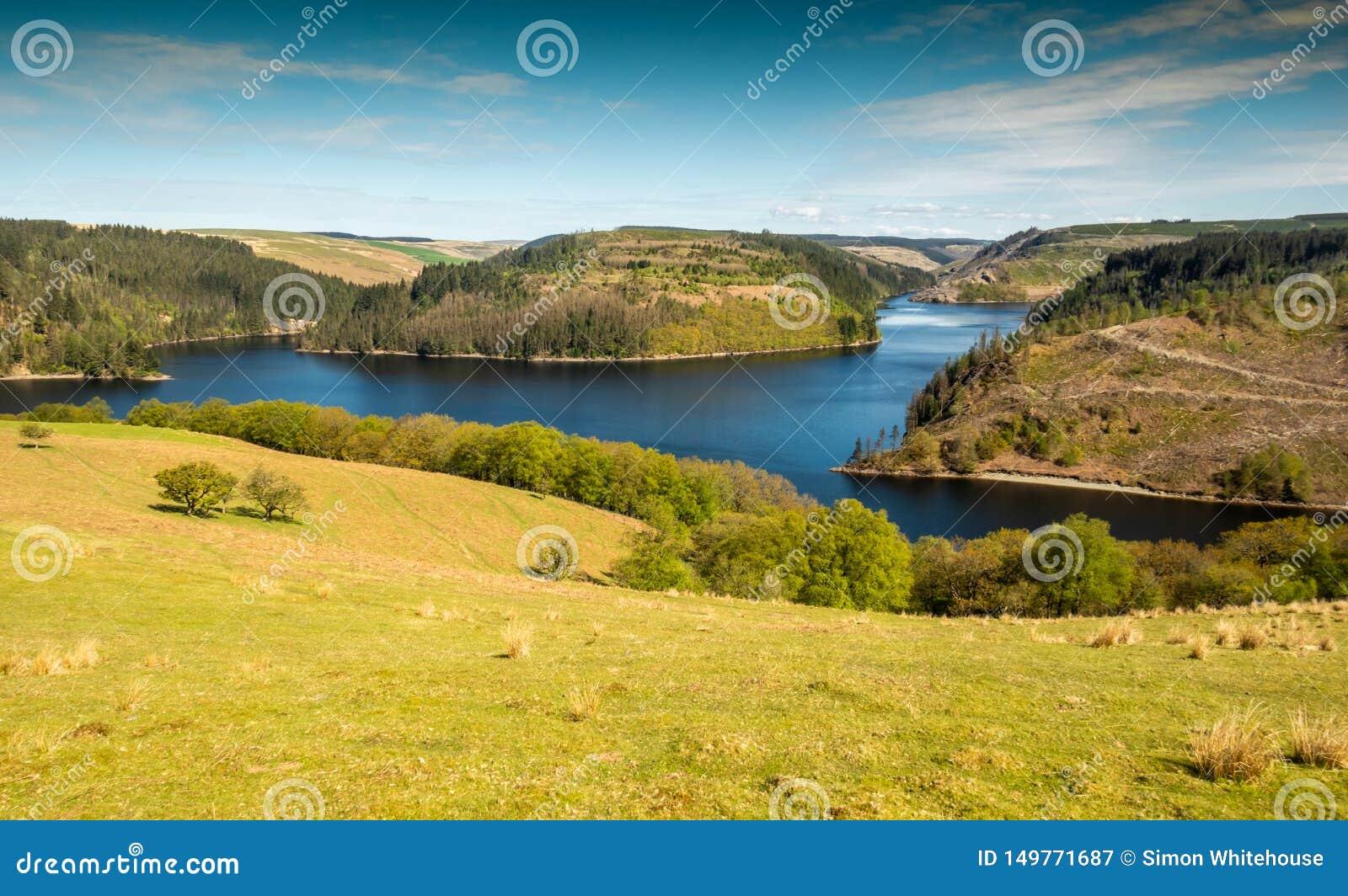Depósito de Llyn Brianne en Mediados de-País de Gales