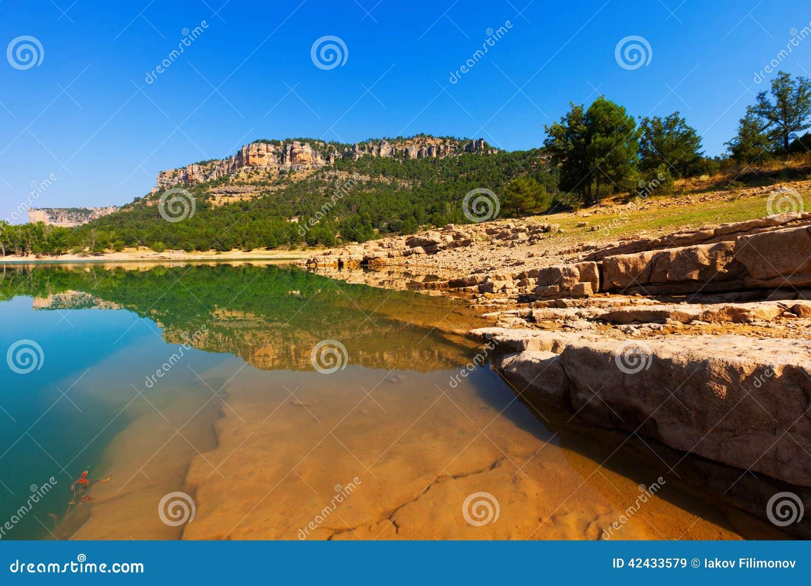 Depósito de Toba en Serrania de Cuenca en verano