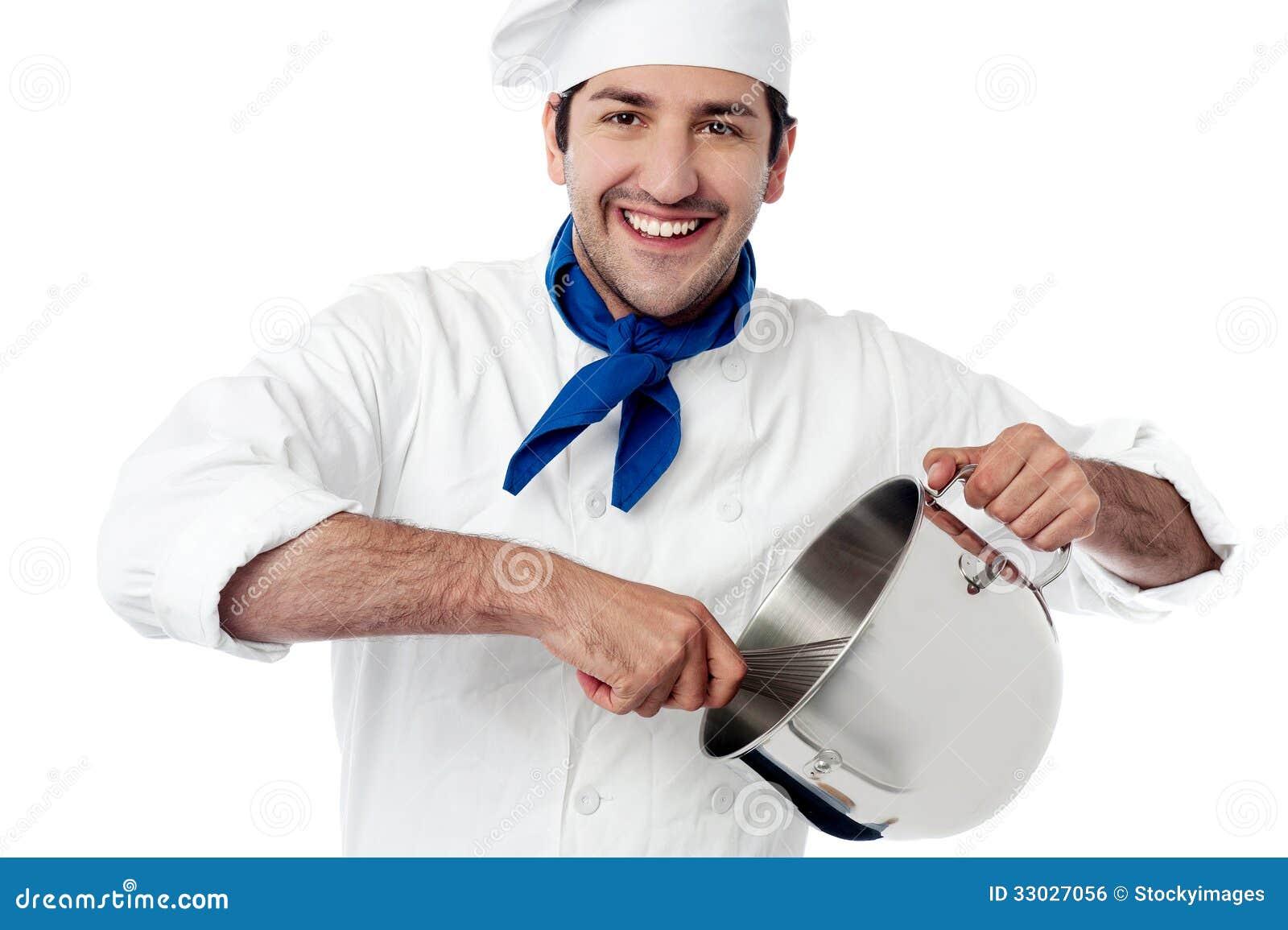 Depósito joven sonriente del cocinero