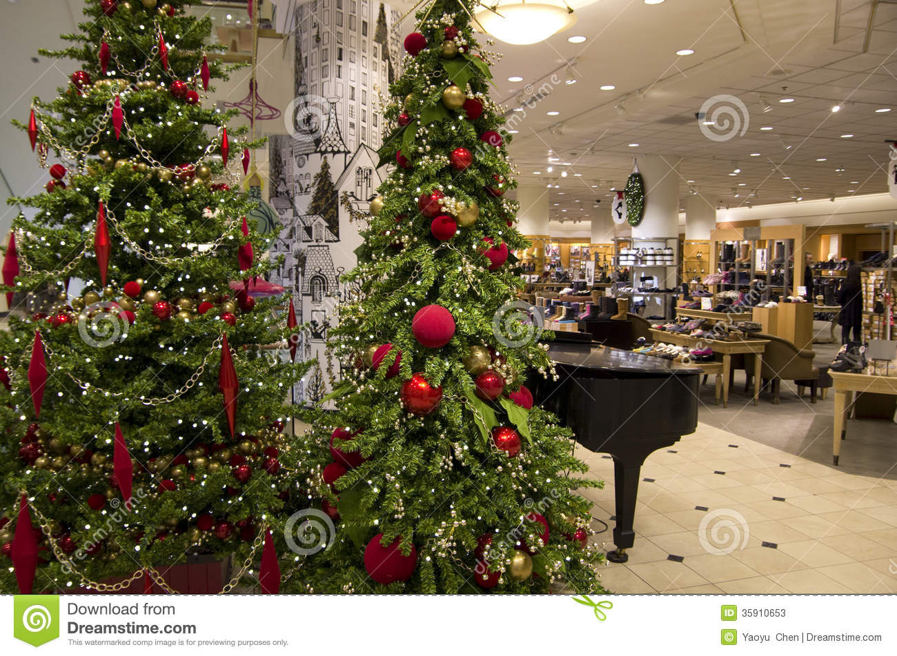 Department store mall shopping christmas tree ligh Editorial Stock ...