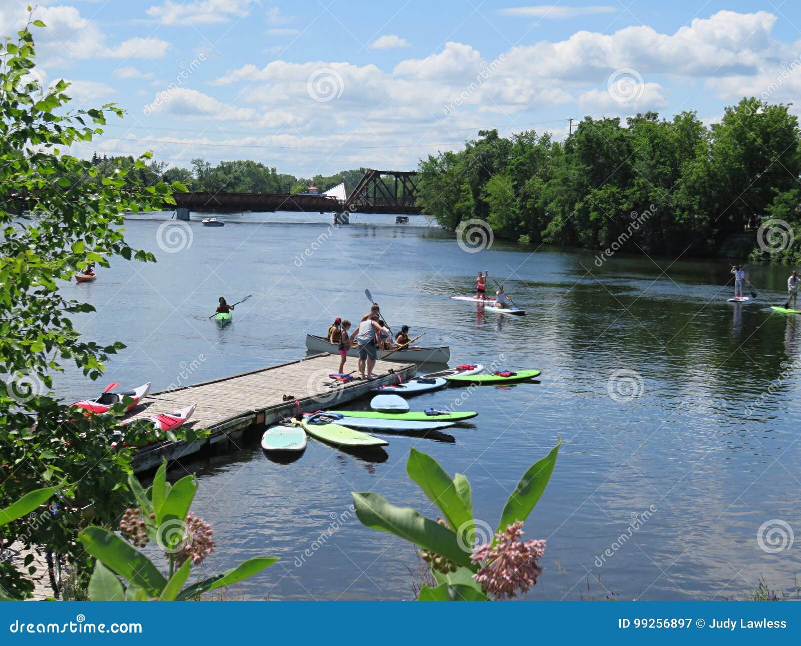 Deportes acuáticos en el río de Otonabee