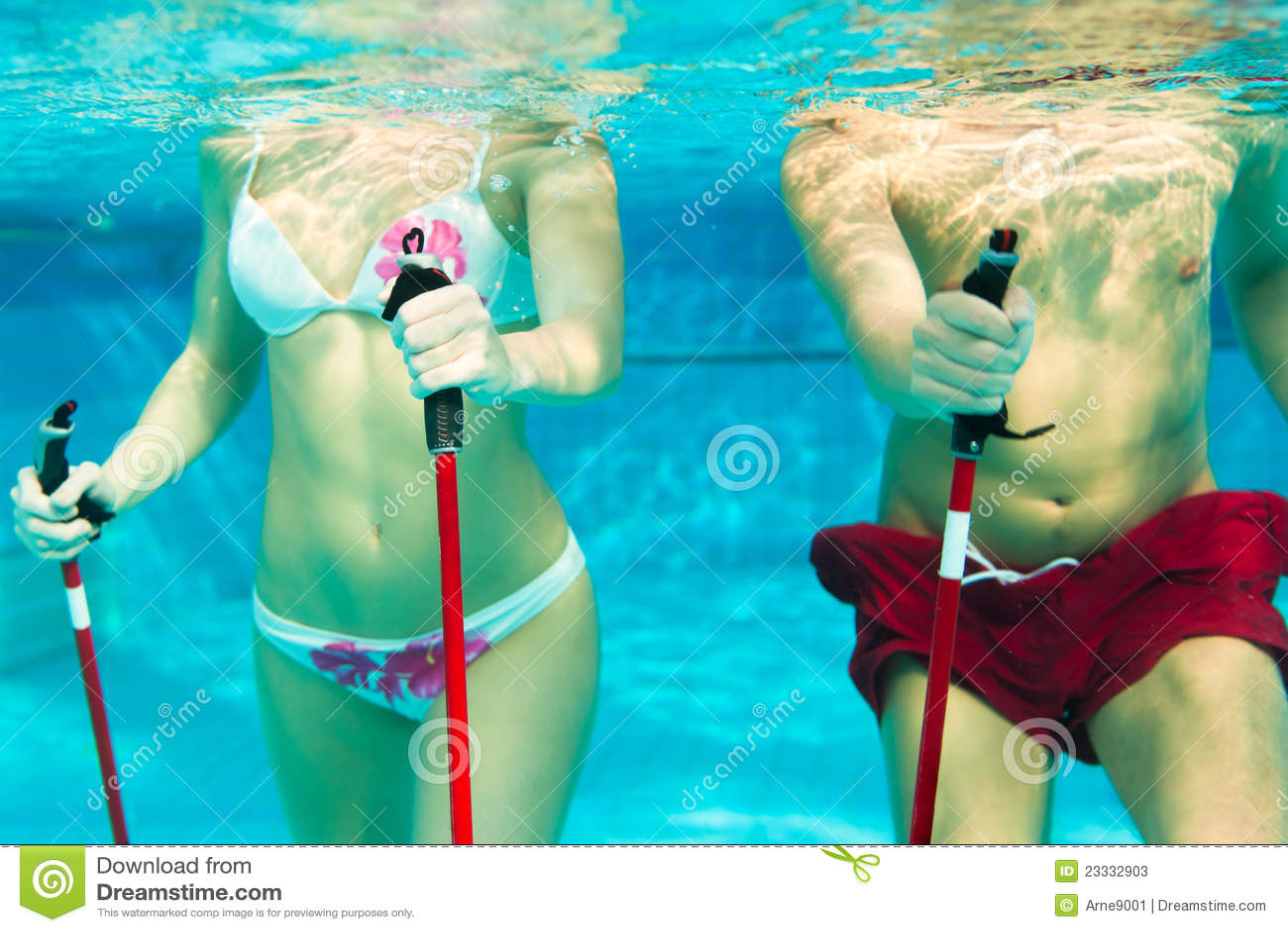 Deportes y gimnasia bajo el agua en piscina fotos de Imagenes de hoteles bajo el agua