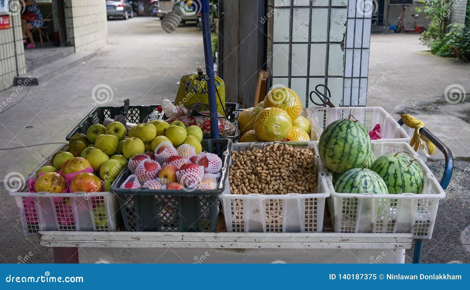 Deposito della frutta a Chengdu, Cina