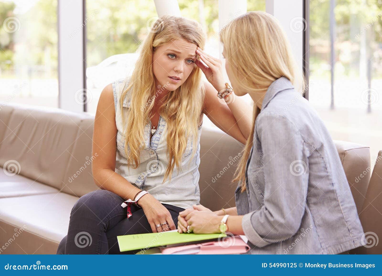Deprimerad högskolestudent Talking To Counselor