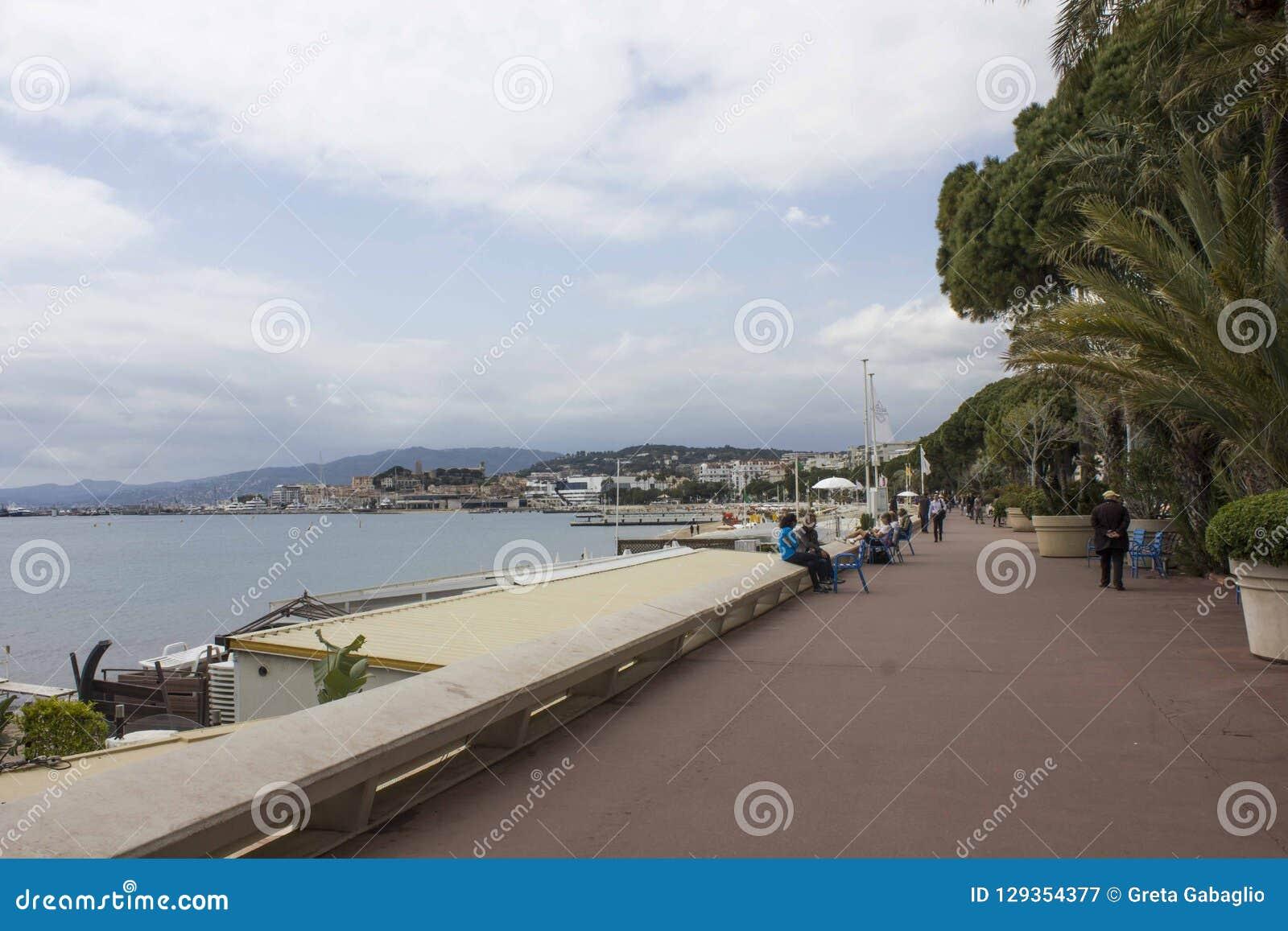 Deptak croisette w Cannes, stawia czoło morze