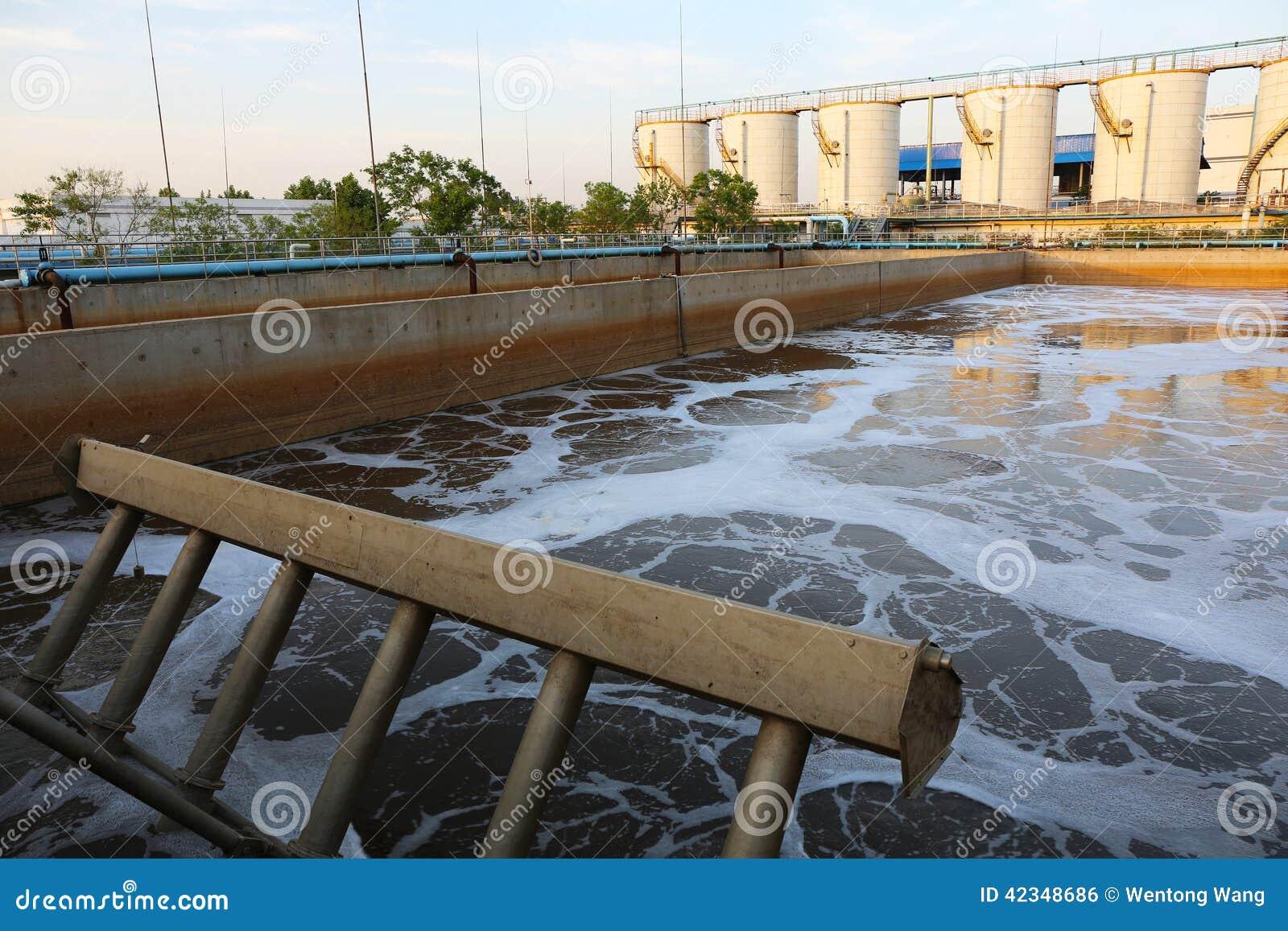 Depuradora de aguas residuales urbana moderna foto de for Depuradora aguas residuales