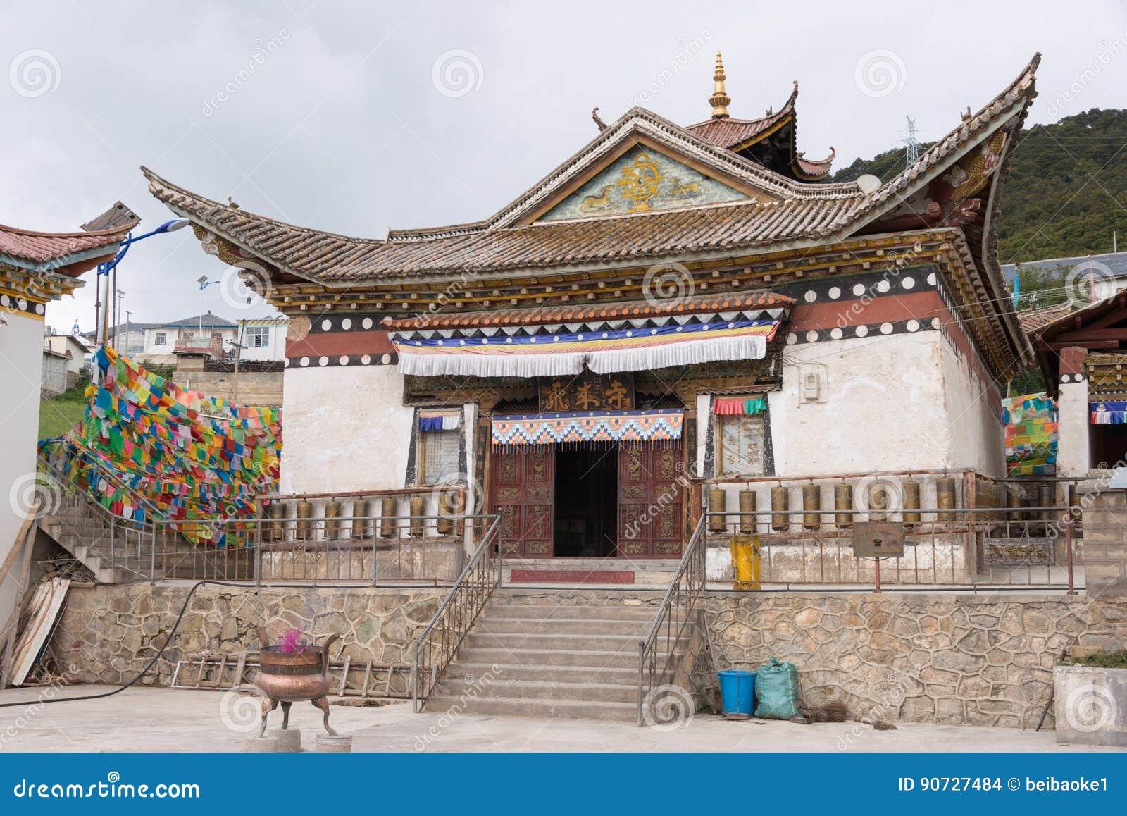 DEQIN, CINA - 3 agosto 2014: Tempio di Feilai un monastero famoso dentro